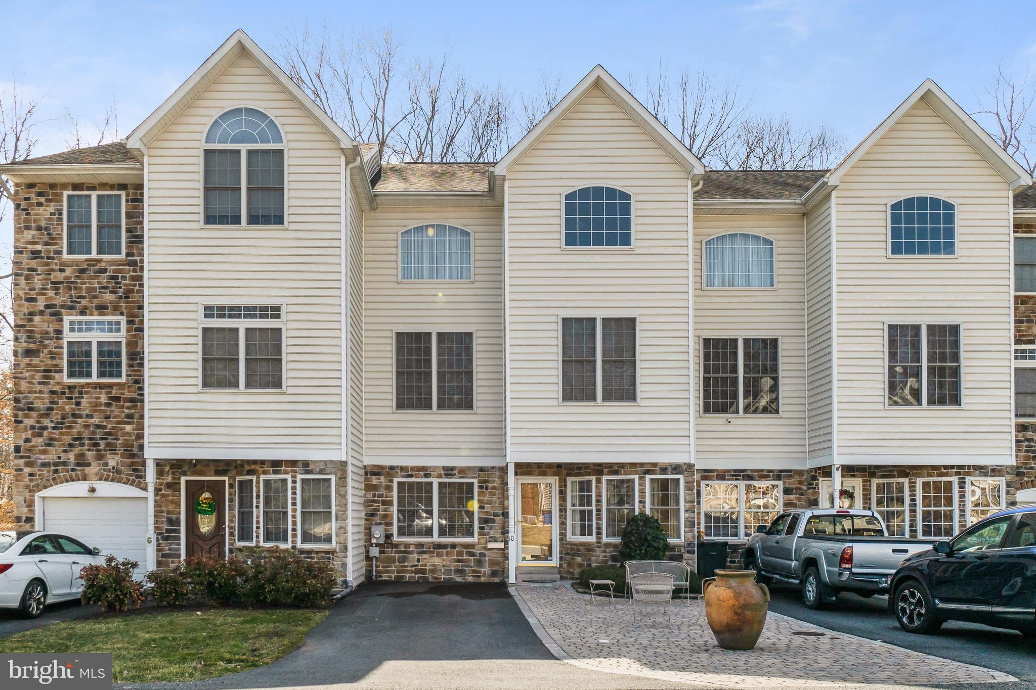 Beautiful luxury townhome! Timeless cherry kitchen cabinets, impressive wood detail featuring 2-piec
