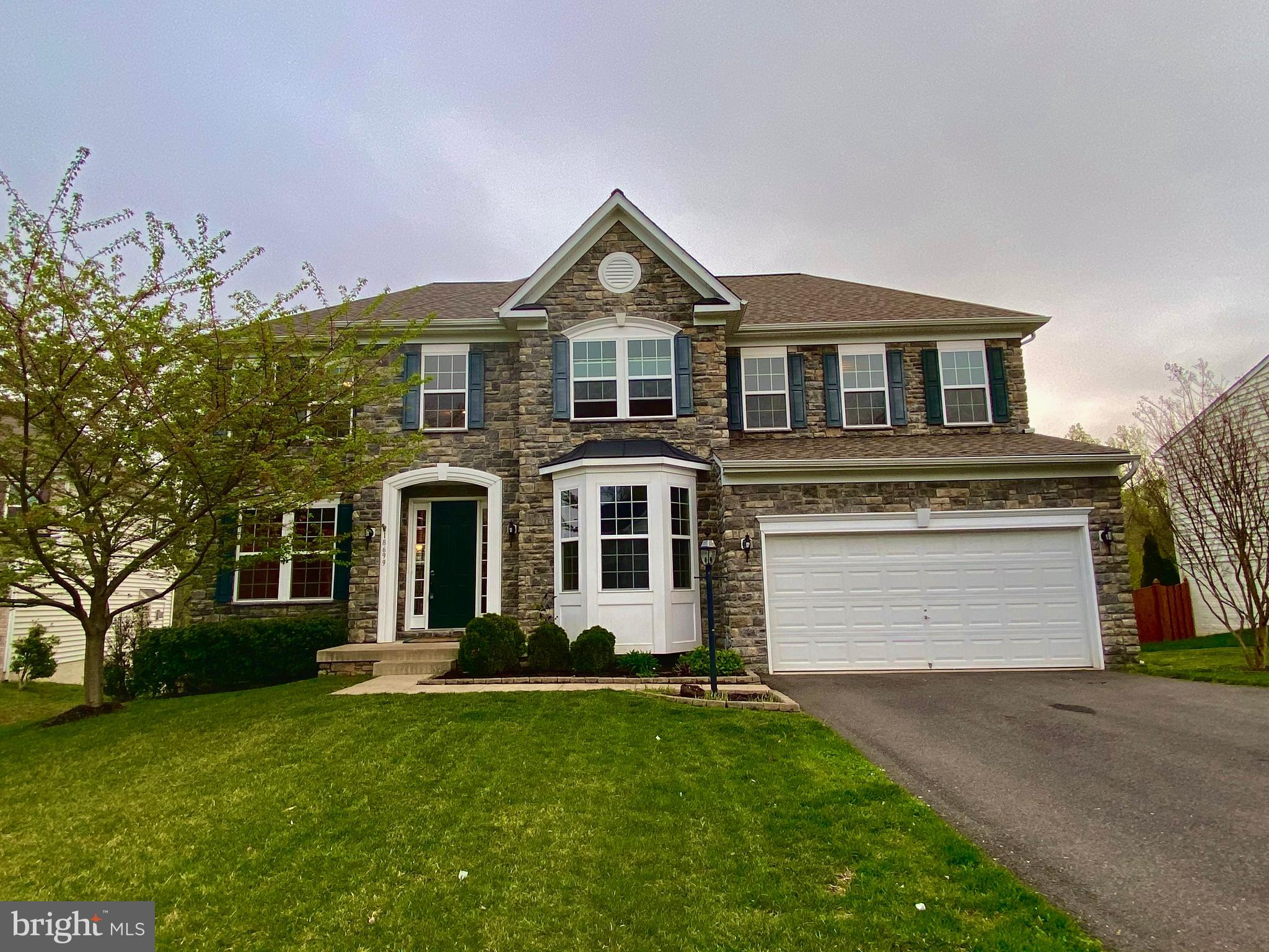 INCREDIBLE, MOVE-IN READY!! ABSOLUTELY GORGEOUS STONE FRONT  6 BDRM/3.5 BA COLONIAL HOME IN STONEWAL