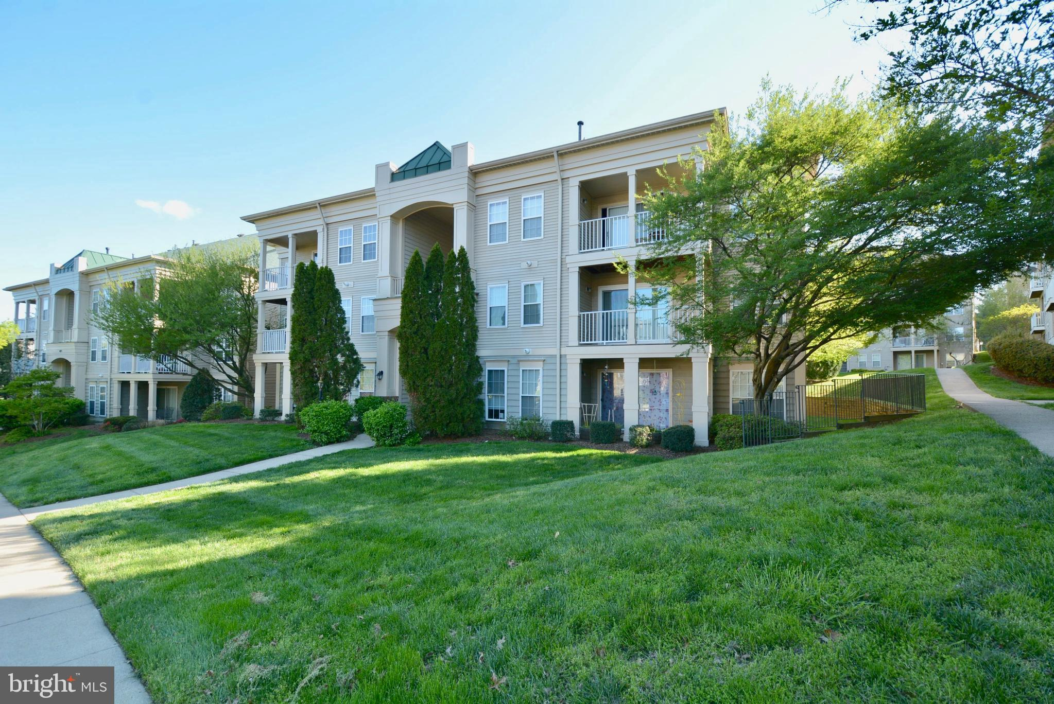 NO FHA CONTRACTS!  ASSOCIATION IS VA APPROVED BUT NOT FHA.  Updated top level unit in a great locati