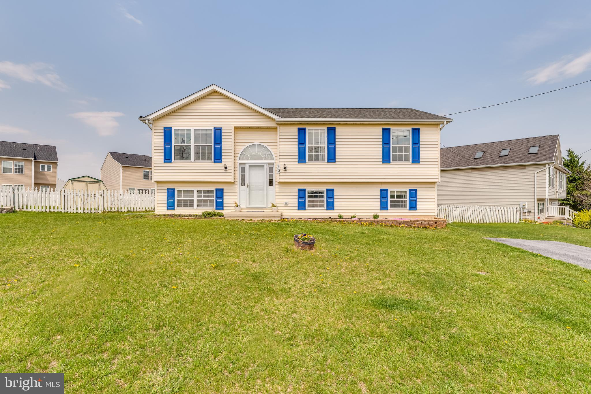 Don't miss the chance to secure this dwelling with almost 1900 finished sq. ft. of living space!  A