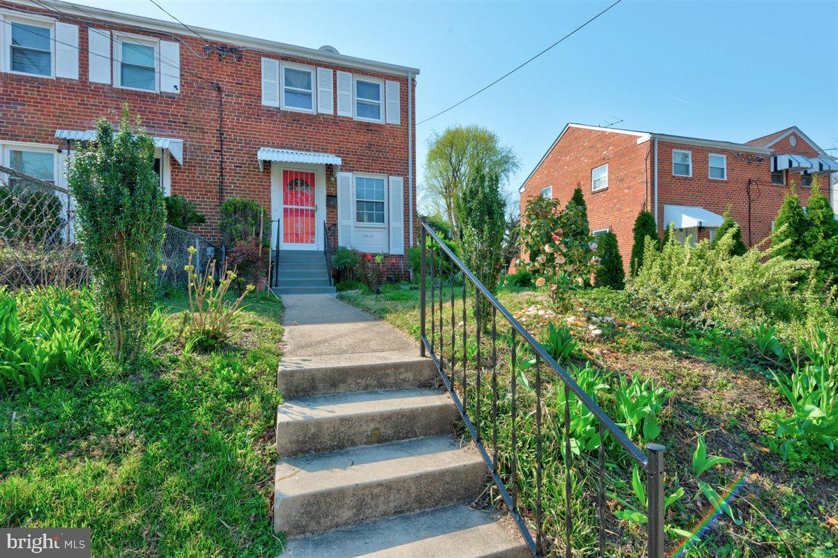 Come enjoy this 2 bedroom 2 bath semi detached all brick home. Home offers a finished lower level wi