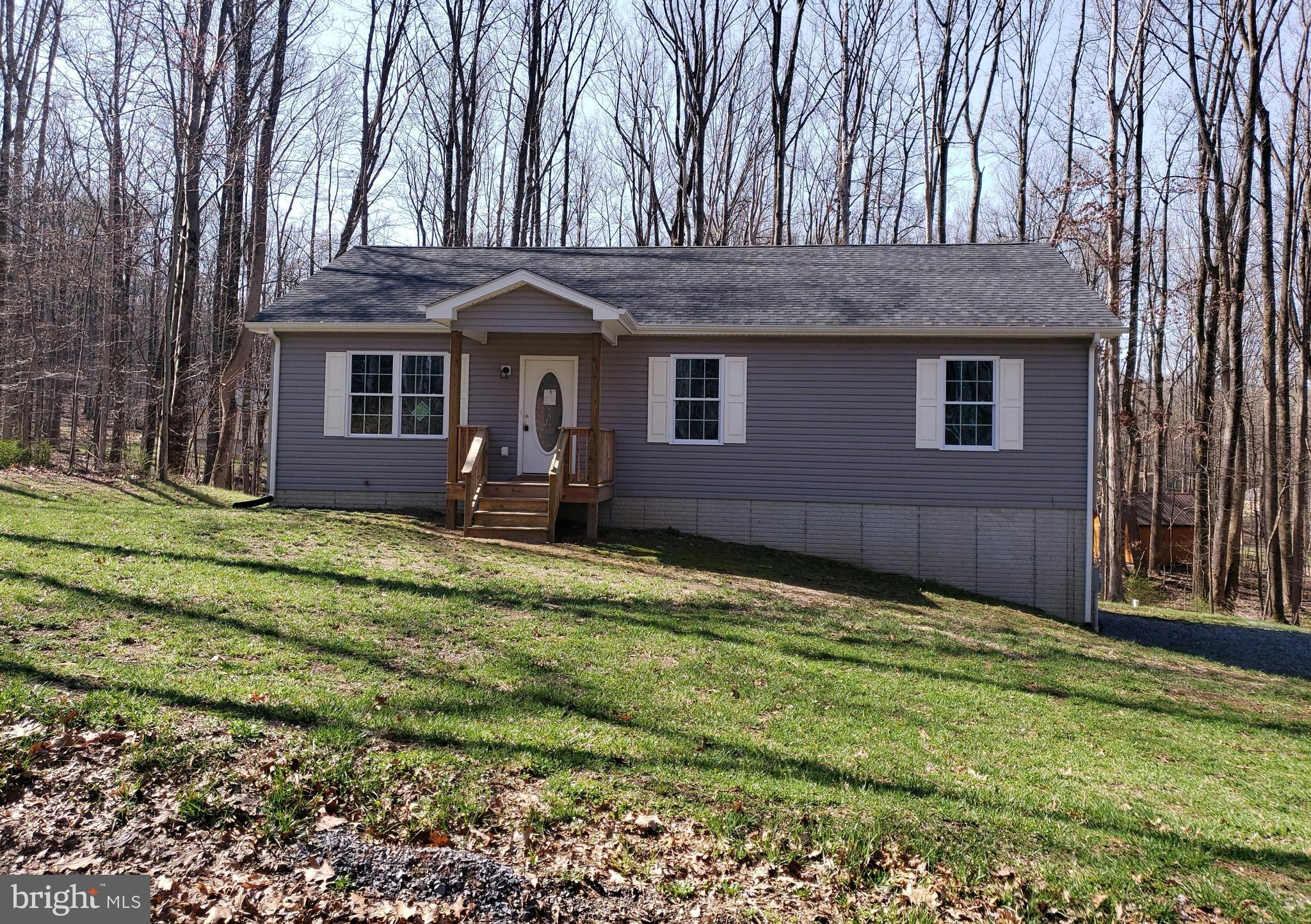 Newly updated rancher located in Shannondale featuring fresh paint, new floors, some new appliances,