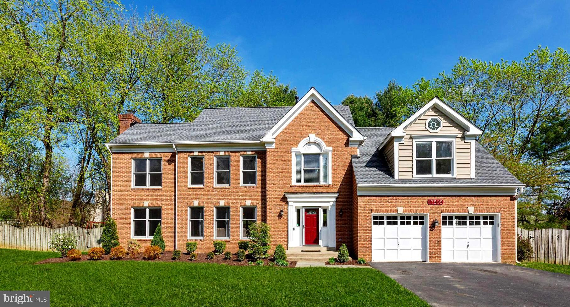 Stunning and impressive 5/3/1 Single Family Home in highly sought out Cameron Mill.  An all brick fr