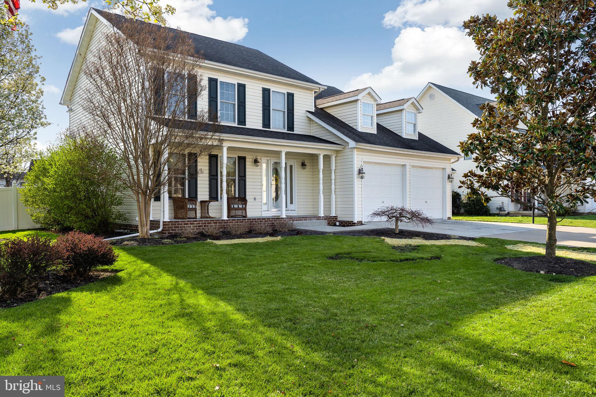 Welcome Home to this Stunning Colonial in Canter Estates! Come enjoy this Immaculate 4 bedroom, 3.5