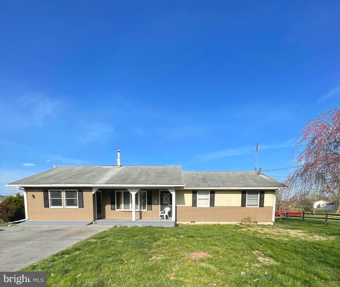 Charming Rancher located in South Berkeley County! Desirable location and a great commuter location.