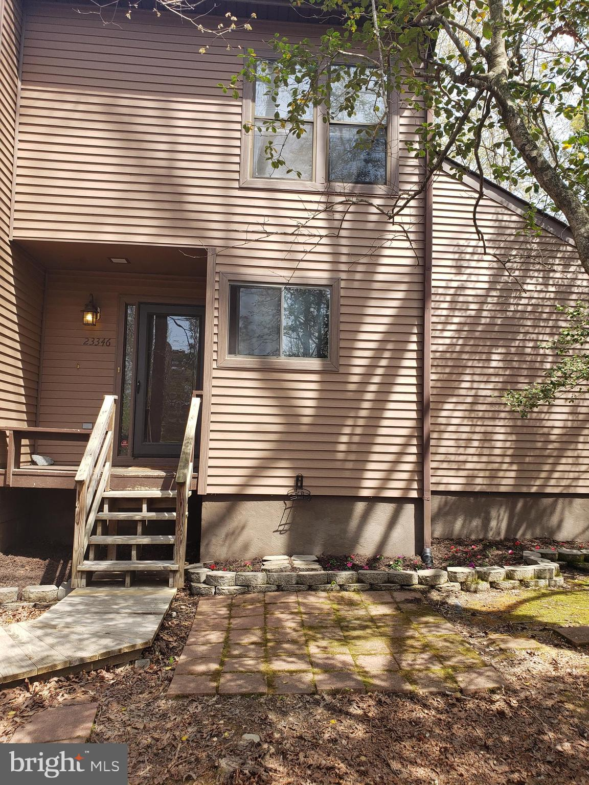 Freshly painted and very well maintained end unit townhouse in Wildewood.  Enjoy nature as you sit o
