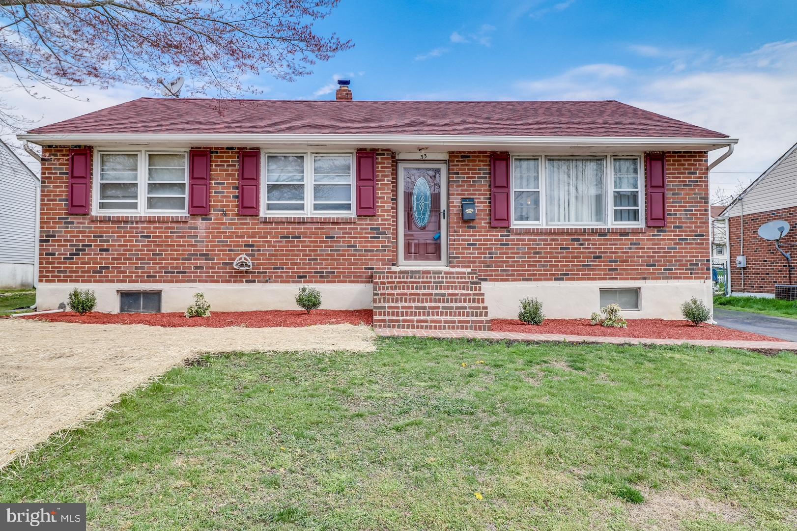 Beautiful brick ranch conveniently located in Jefferson Farms with quick access to all major routes.