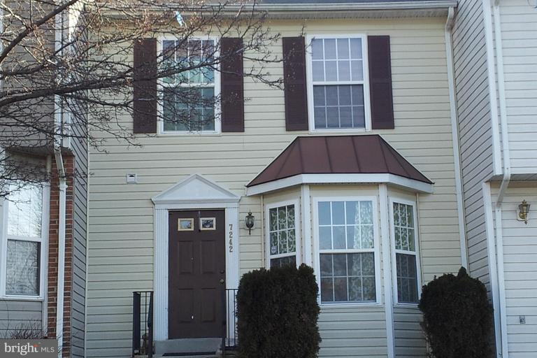 Large beautiful townhouse in South Addison Subdivision.  Close to major transportation and shopping