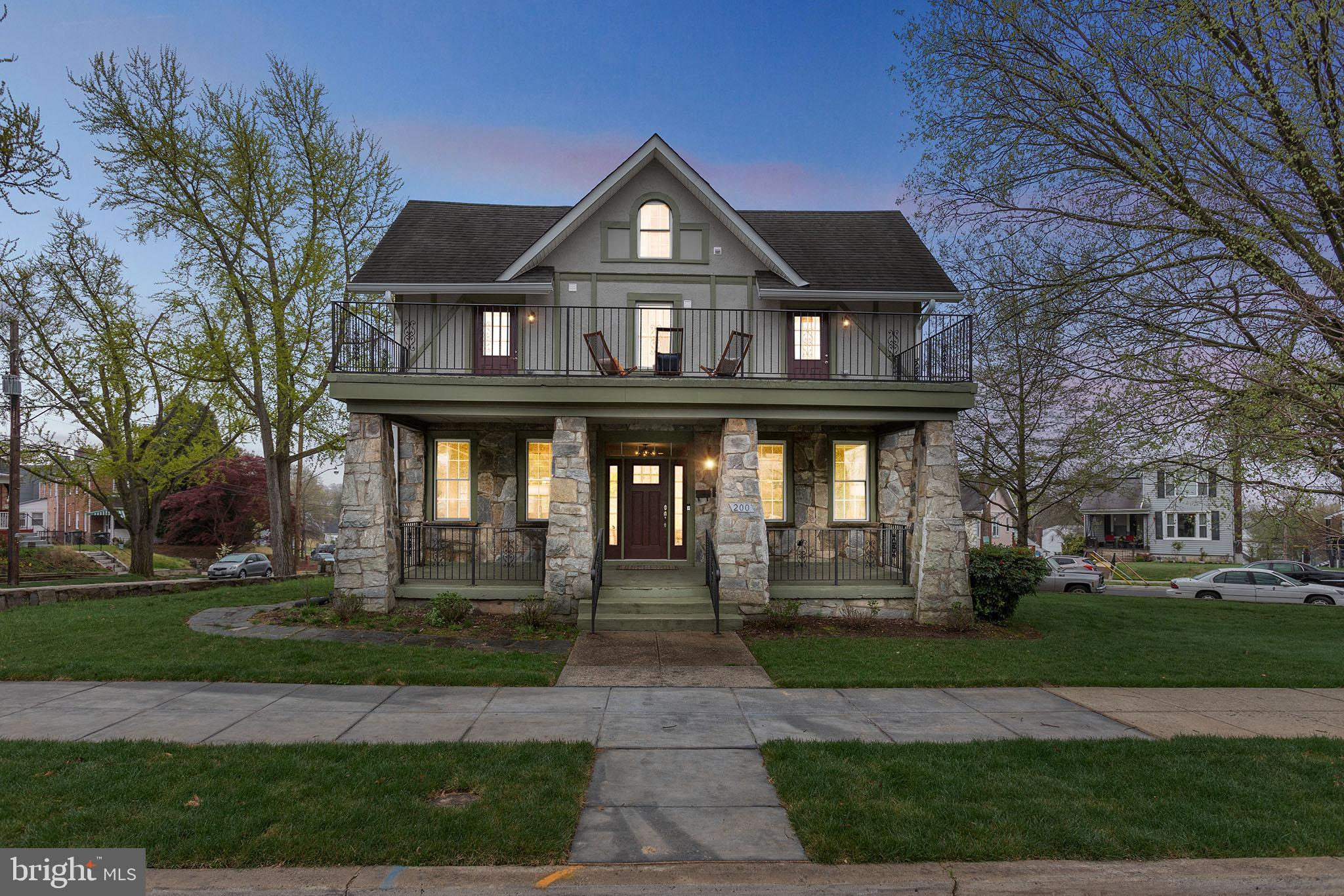***JUST LISTED!  OPEN SATURDAY & SUNDAY (CHECK BACK FOR OPEN HOUSE TIMES)***  Why just be king or qu