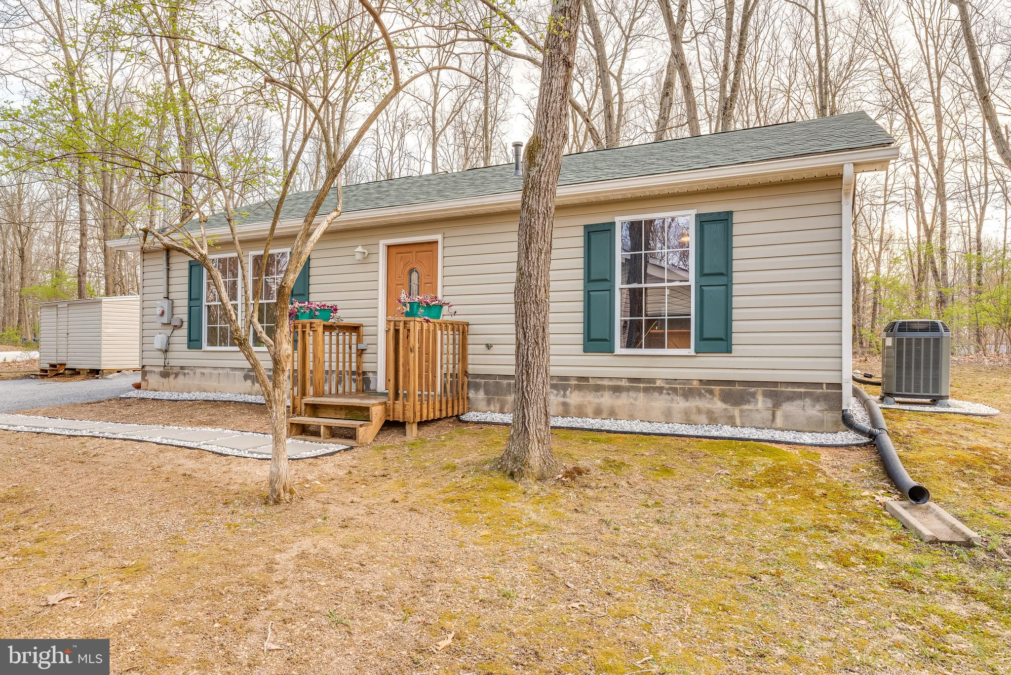 Cute, very functional, well kept, updated, and affordable.  Come check out this cozy 2BR, 1bath sing