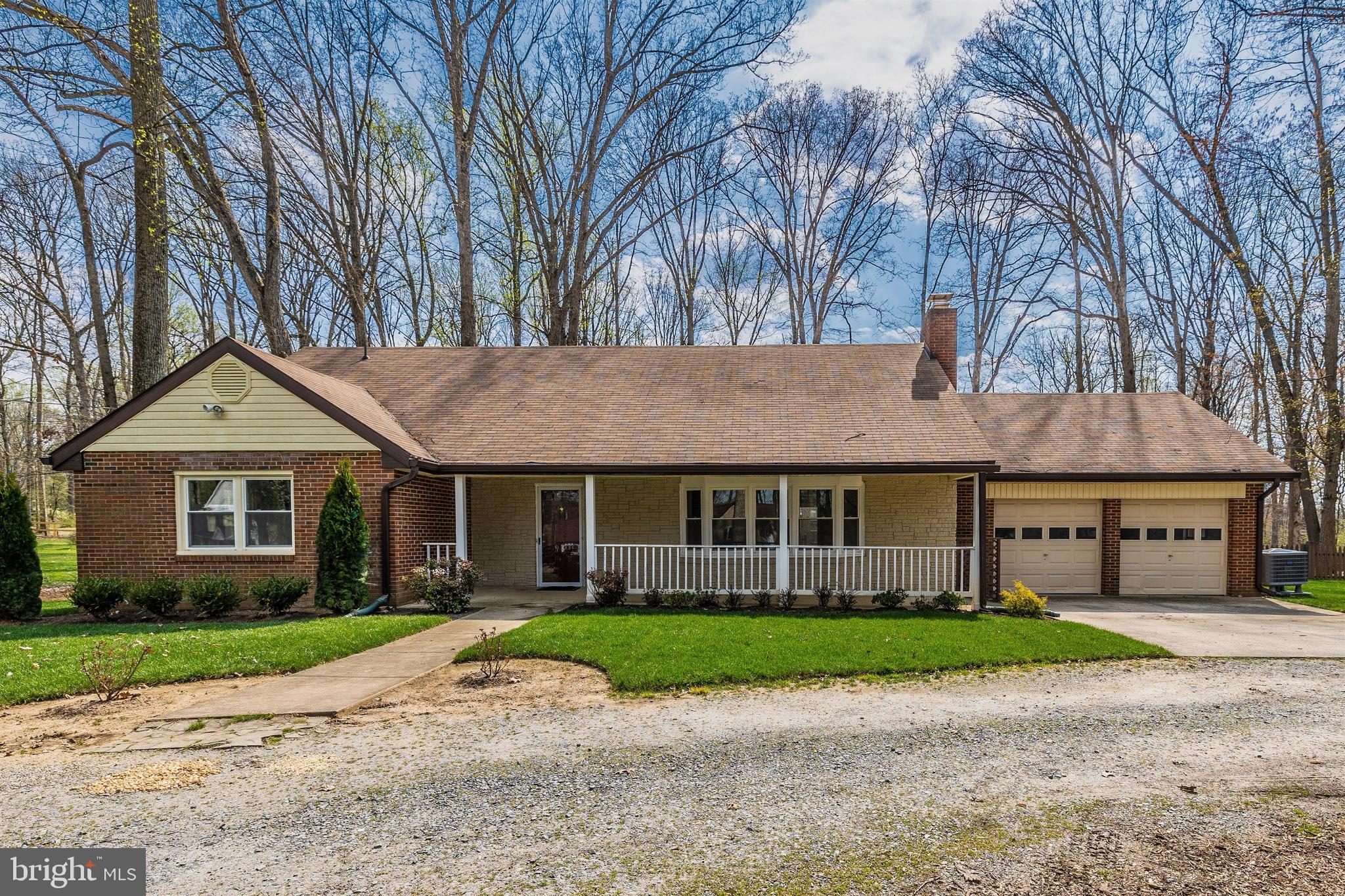 Charming and spacious rambler in sought after Sycamore Acres neighborhood walking distance from  par