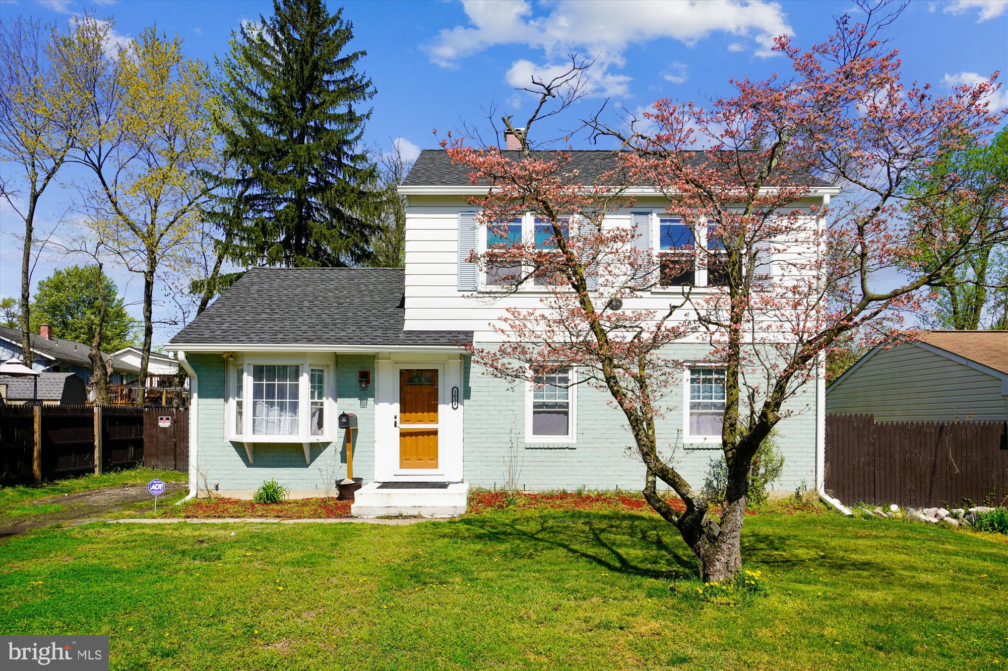 This beautiful and spacious colonial is truly a rare find in the county club subdivision. Perfect fo