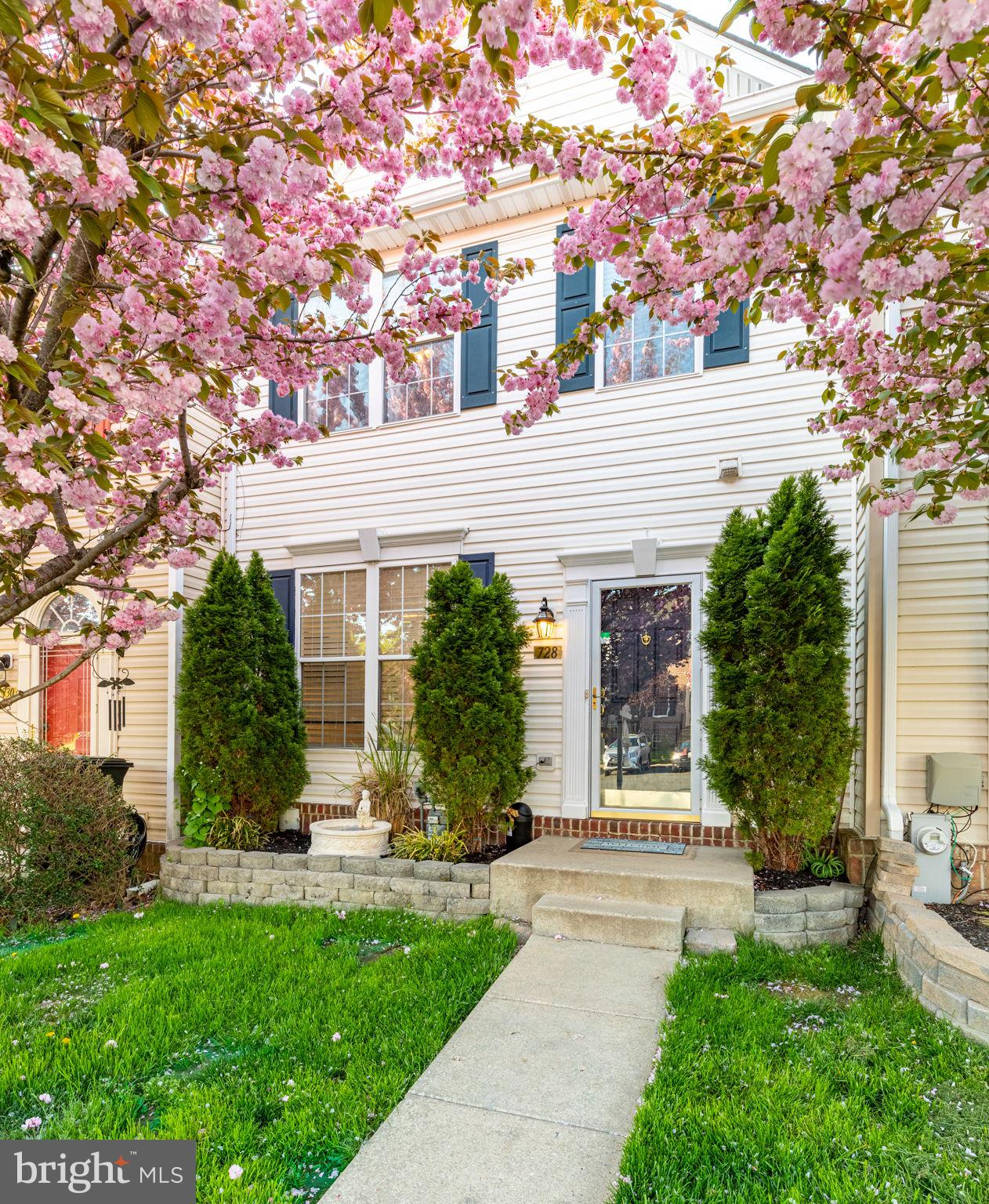 Well maintained town home in sought after Monmouth Meadows. Crown molding, fresh paint, new carpet,