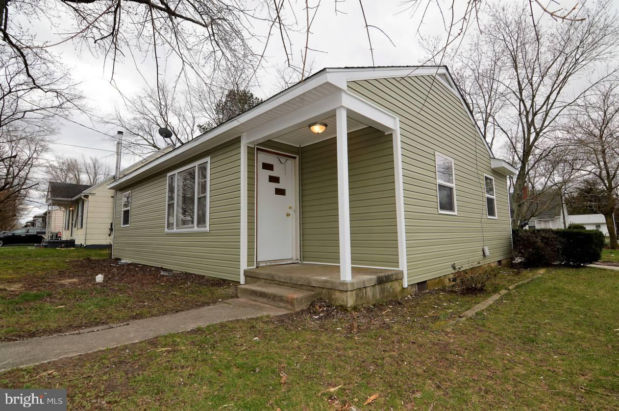 Quaint cottage style home with a renovated interior, that features laminate flooring in the kitchen,