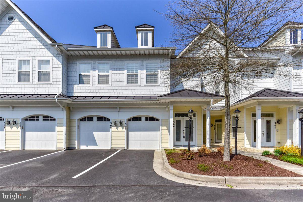 ***Public OPEN HOUSE Saturday April 10, 2021 from 11-1pm.*** Glen Riddle townhouse located on waterf