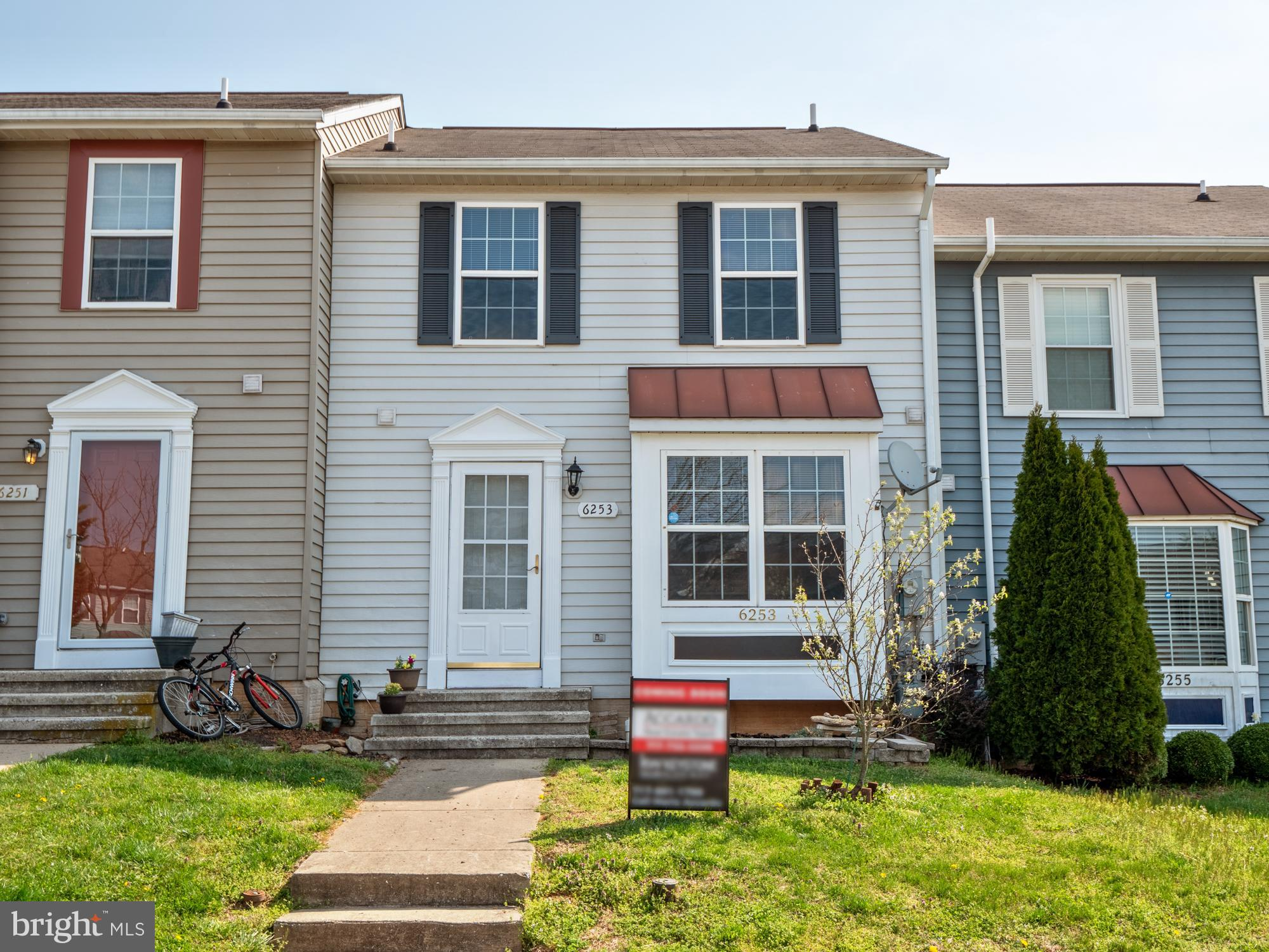 Great townhome with 3 bedrooms and 2.5 baths.   Beautiful luxury vinyl floors on the first level and