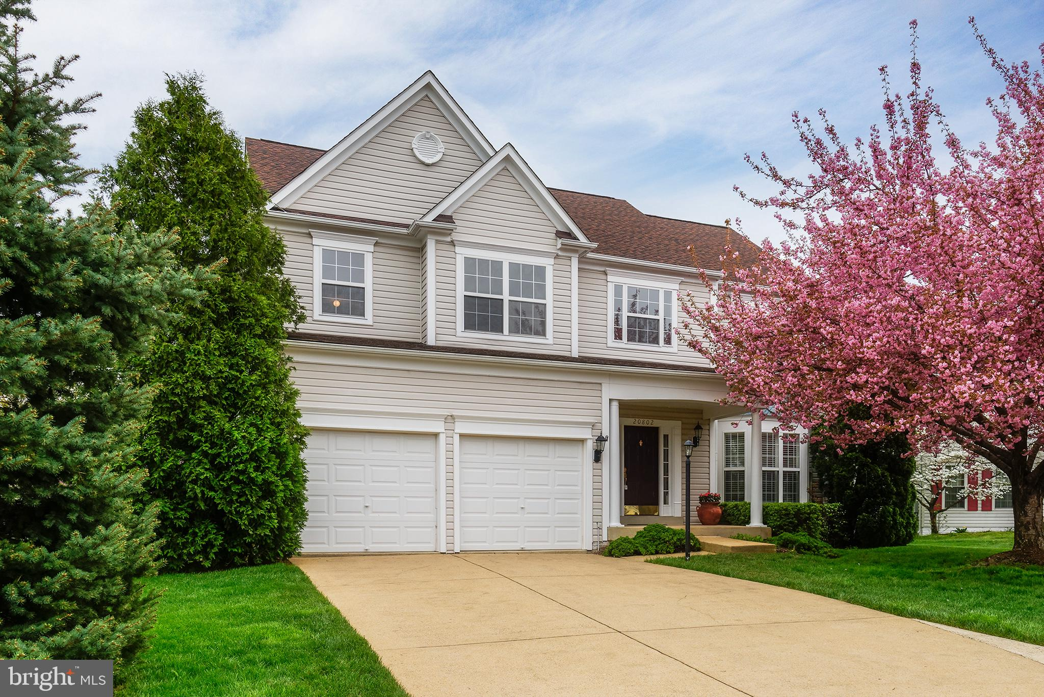 Amazing Cul-d-sac Home in Ashburn Village!  4 BR, 2.5 BA, 2 Car Garage w/ over 3100 Sq Ft Living Are