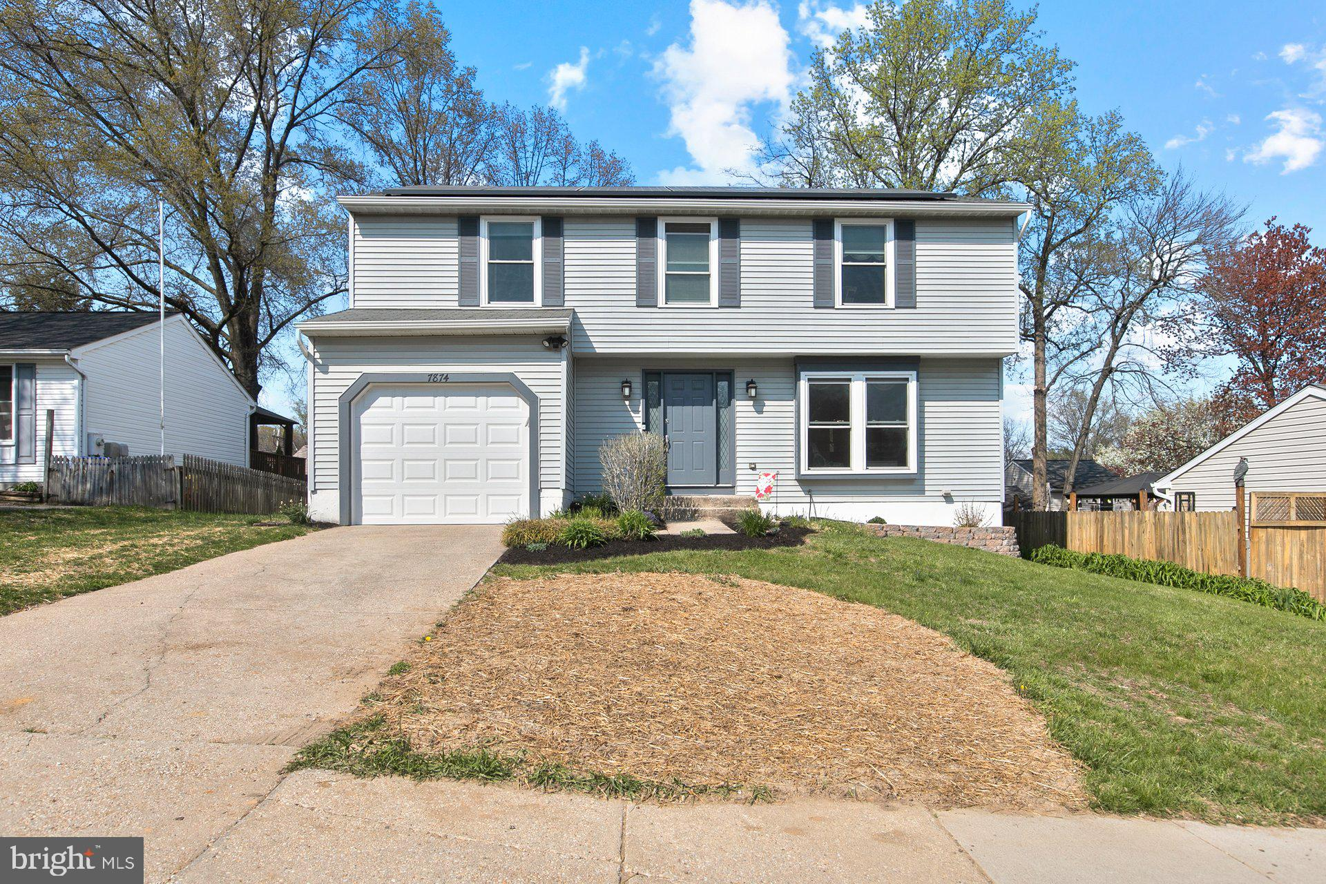 Lovely, spacious home in sought-after Mayfield Manor! Large main bedroom, w/sitting room (could be 4
