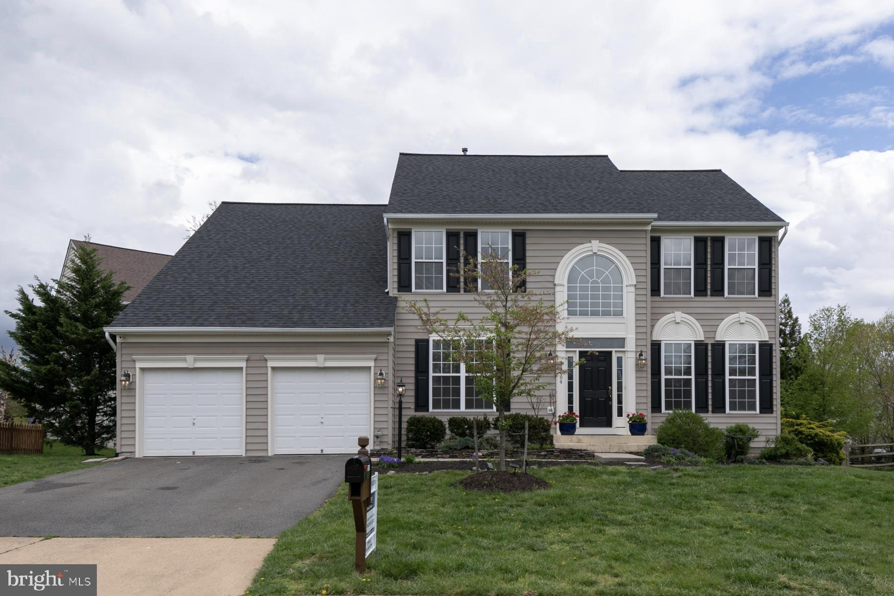 Welcome home to this Gorgeous 4 BR 3 BA house on a cul-de-sac in sought-afterPotomac Station neighb