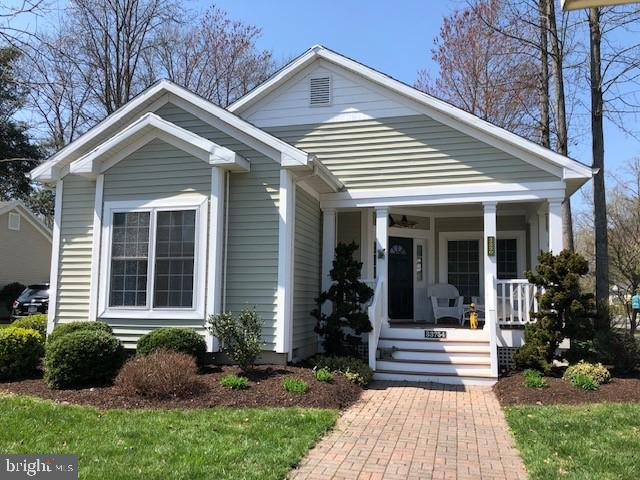 Beautiful 1900 sq. ft. Montreux floor plan offers 3 bedroom/2full bath and is picture prefect and re
