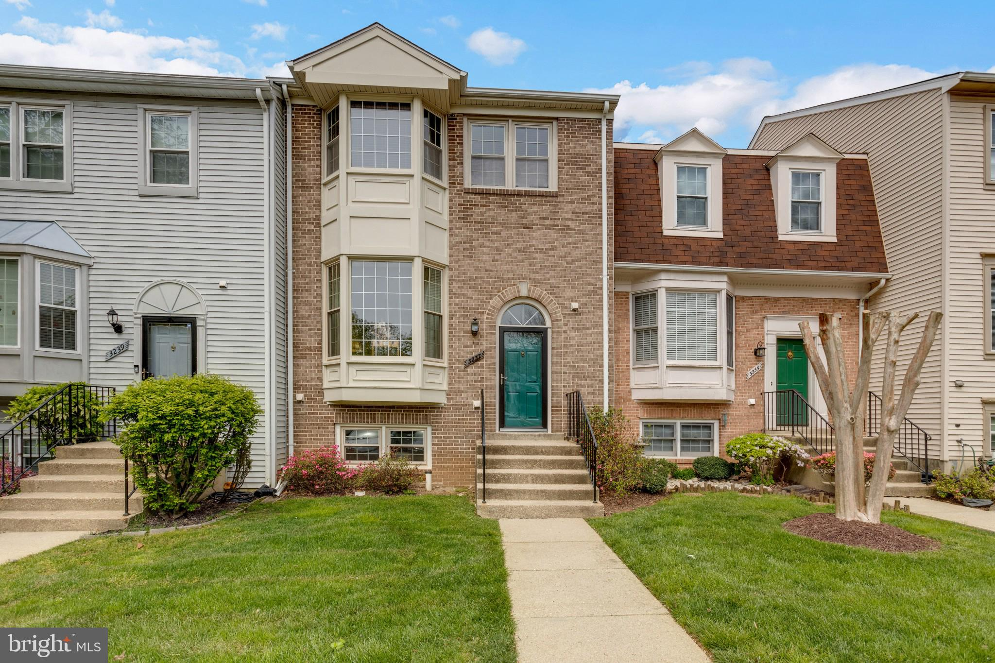 FABULOUS ALL BRICK TOWNHOME FEATURING 4 BEDROOMS , 3 FULL BATHS AND 1 HALF BATH. GLEAMING CHERRY FLO