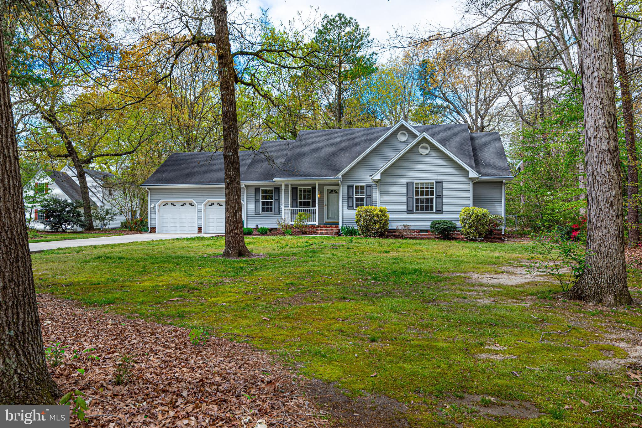 Check out this beautiful 3BR, 2BA home in the Canterbury neighborhood.  The home has an updated kitc