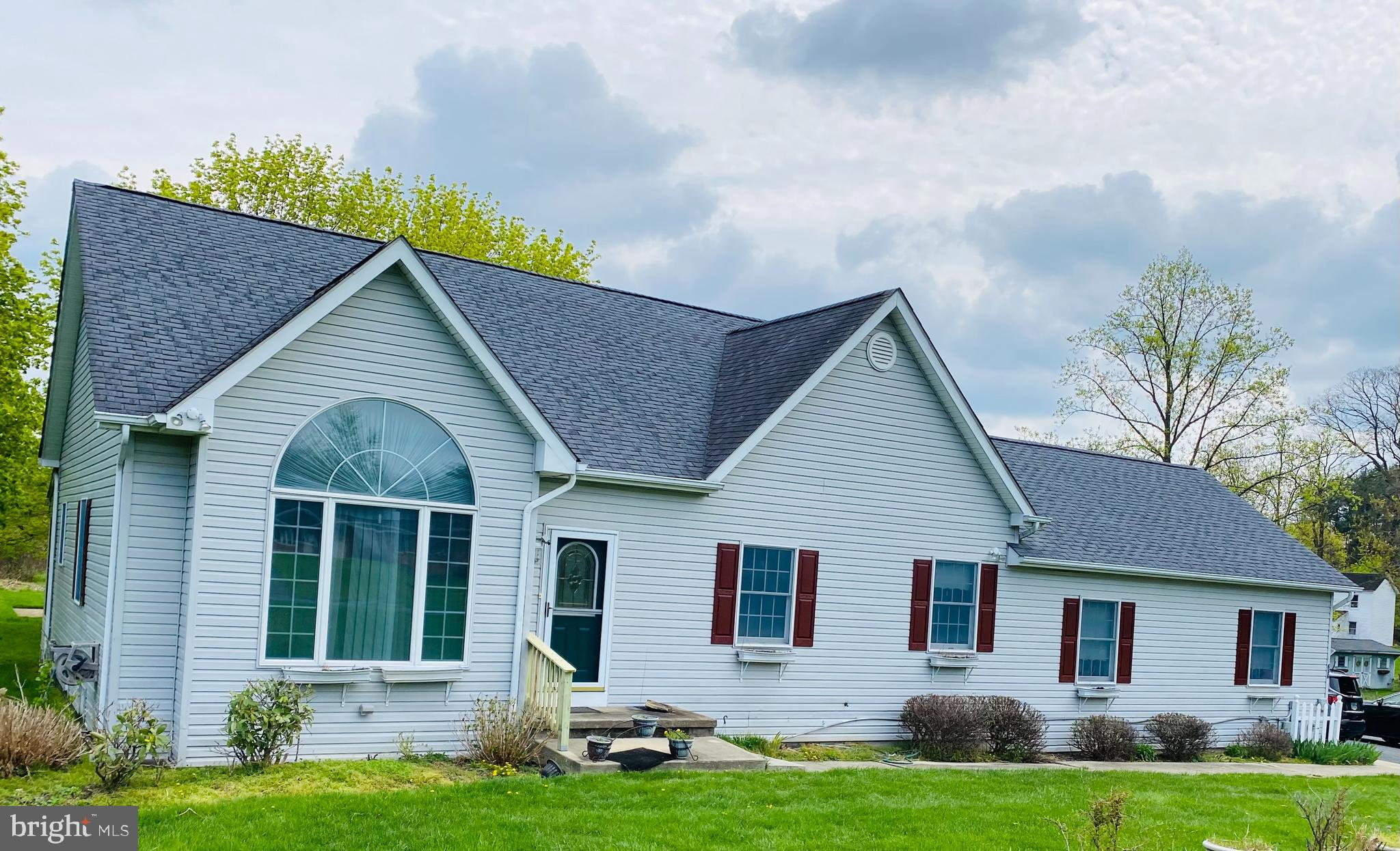 Back on the market  You Wont want to miss this beautiful 4 bed 3 bath home located in beautiful Jarr
