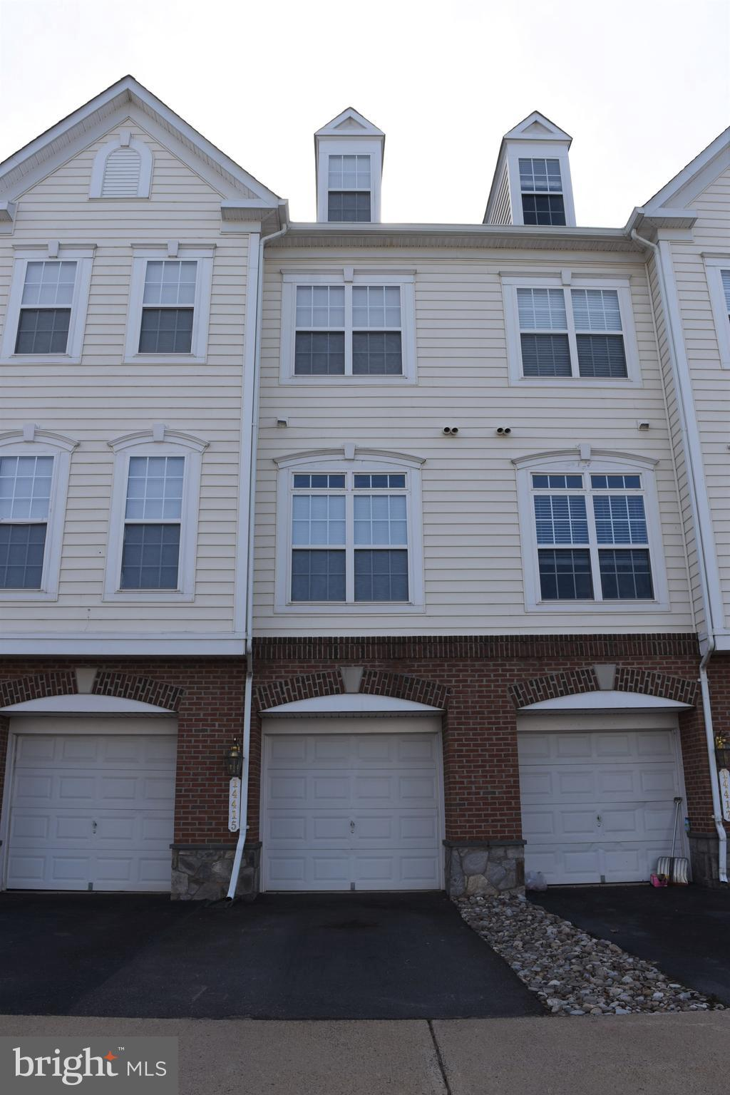 End Unit, Garaged Townhouse Style Condo. 1 Car Garage, New Carpet. Granite counter tops, Upgraded st