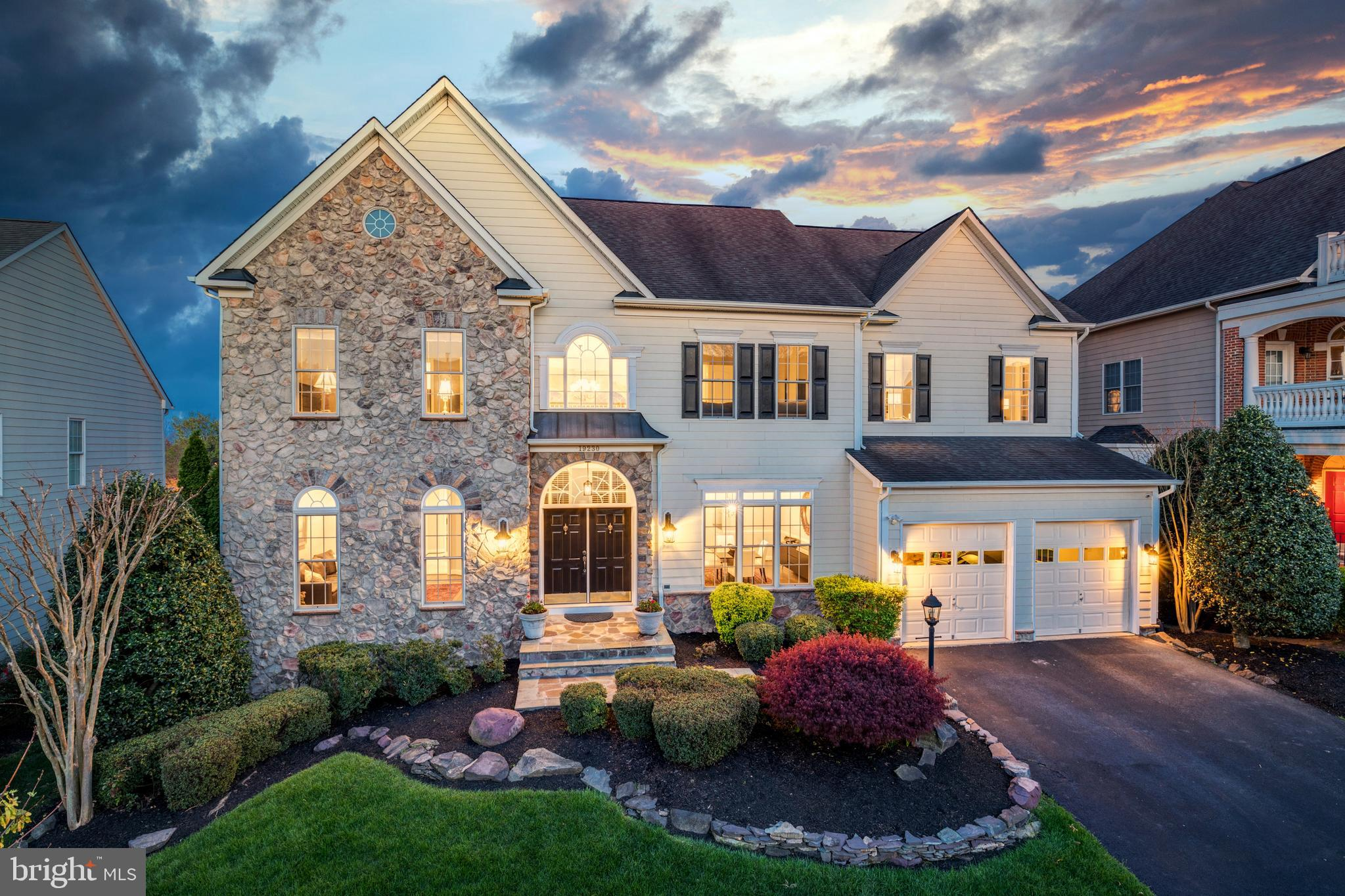 Open House Sunday April 18th  12pm - 2pm**Set on a rare golf course lot in Lansdowne on the Potomac,
