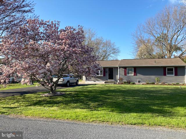 Don't miss this  well-maintained and  updated rancher,  ready for you to move right in!   Beautiful