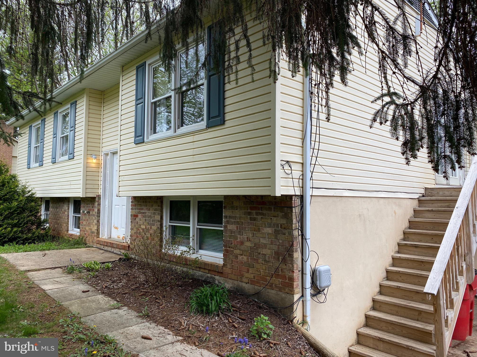 Here's your opportunity to live in one unit, rent the other and potentially have no mortgage.  Duple