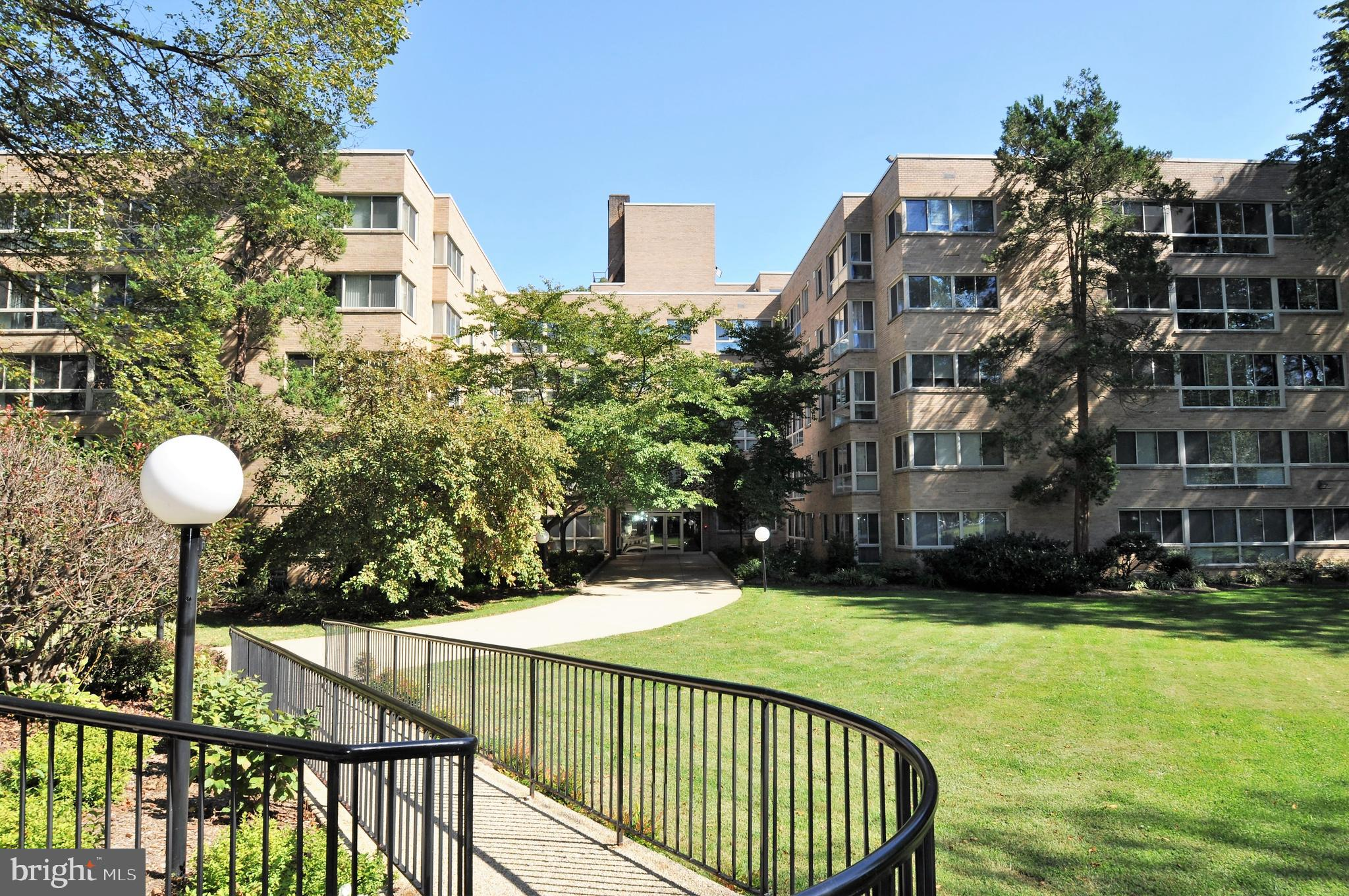 """""""Huge"""" approximately 1200 SF+, Sun Filled, Penthouse Level,   2Bedroom Coop with Garage Parking, thi"""