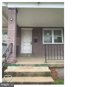This three level 2 unit building is  1/2 of a duplex is ideal for an investor or owner who wants to