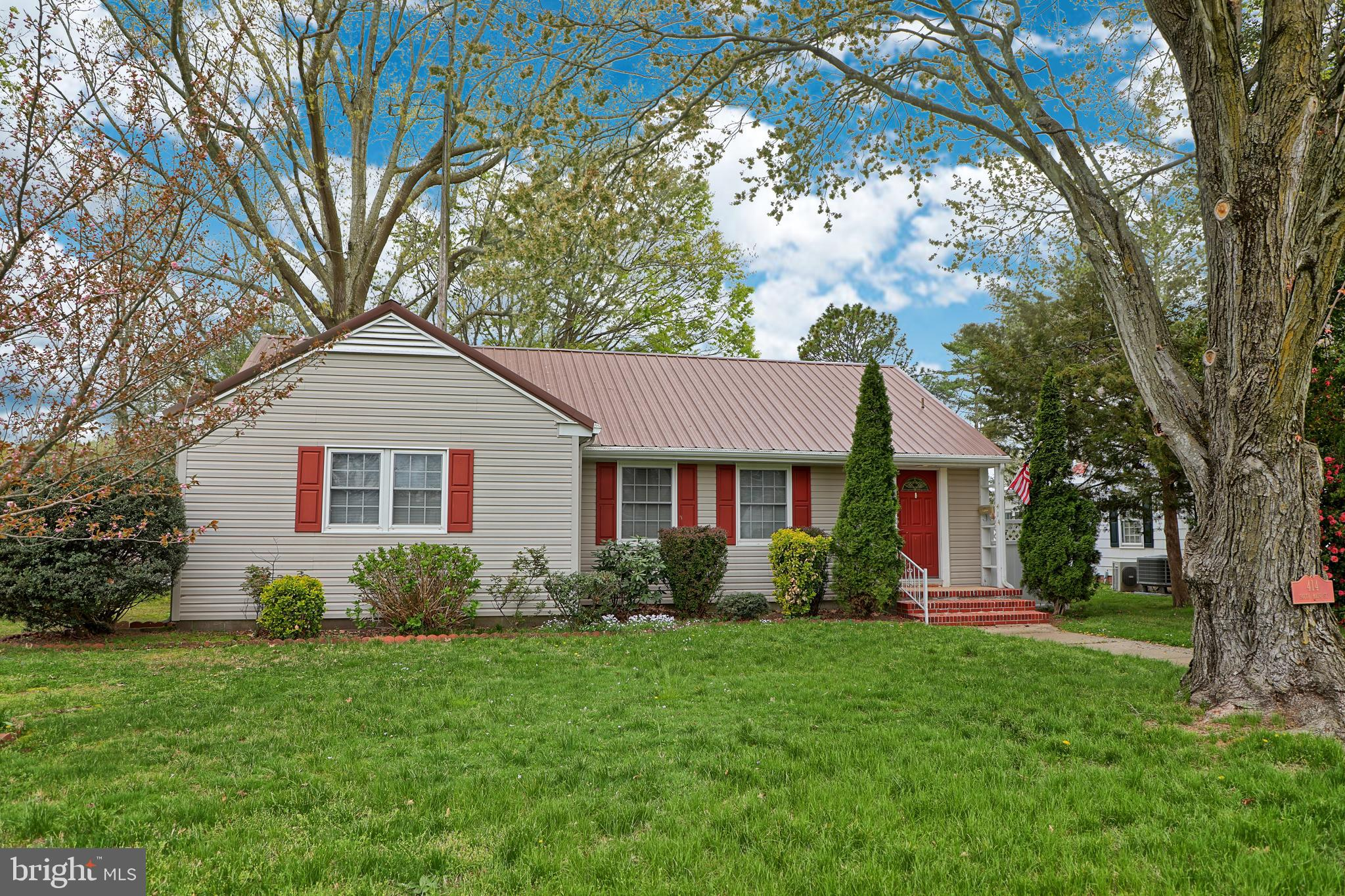 Nestled in the heart of historic Bridgeville, home of the infamous Apple Scrapple festival, this 3 b