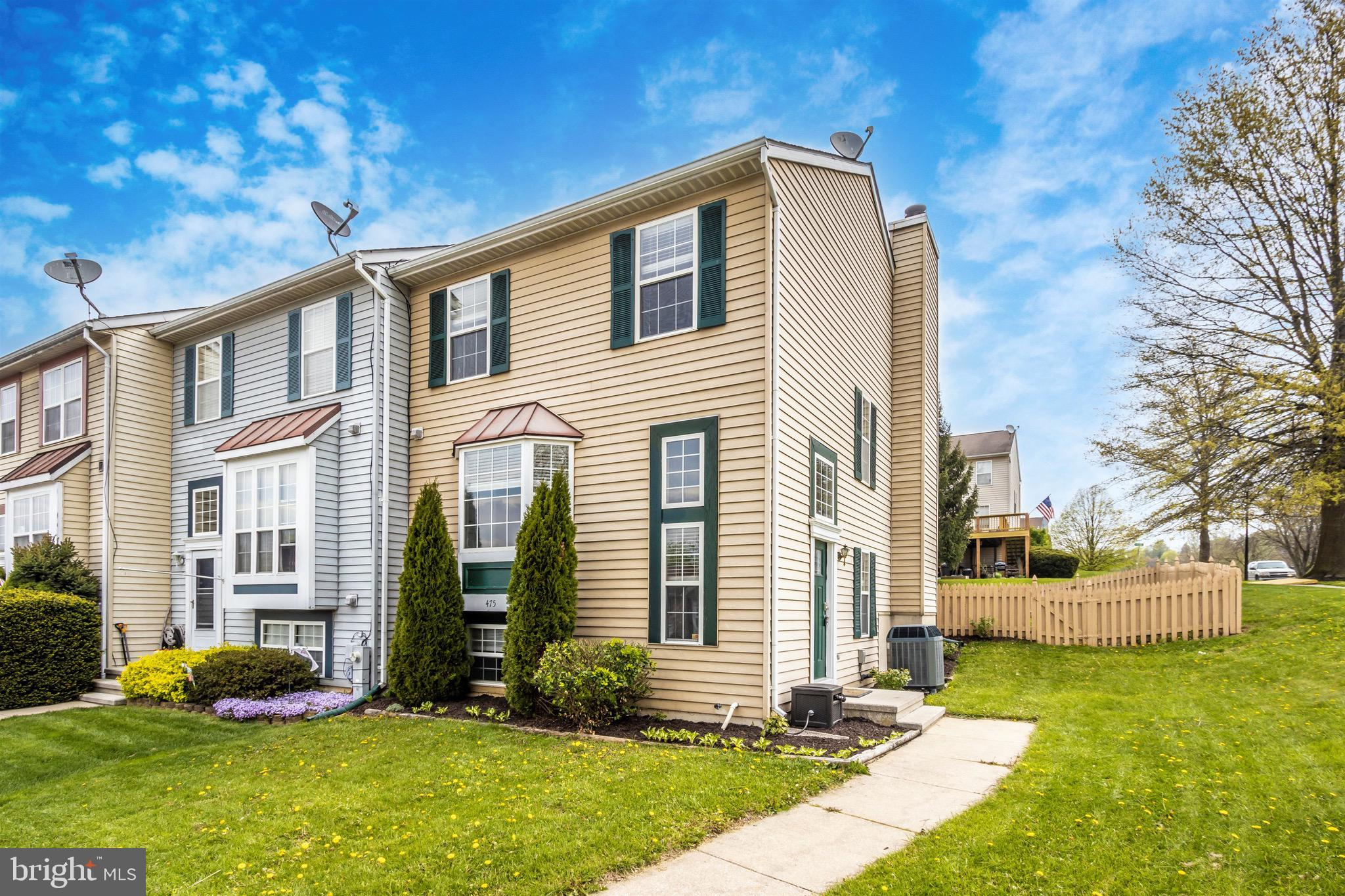 Lovely, well cared for end unit, 3-4 bedroom townhome in Furnace Hills.  Close to Wakefield Valley w