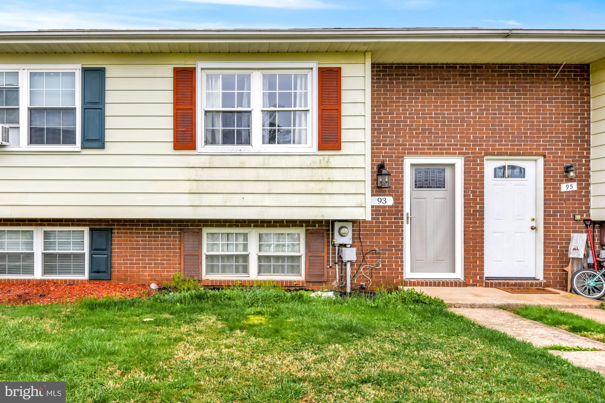 Located in downtown Taneytown just a short walk to the main shopping center, this split foyer townho