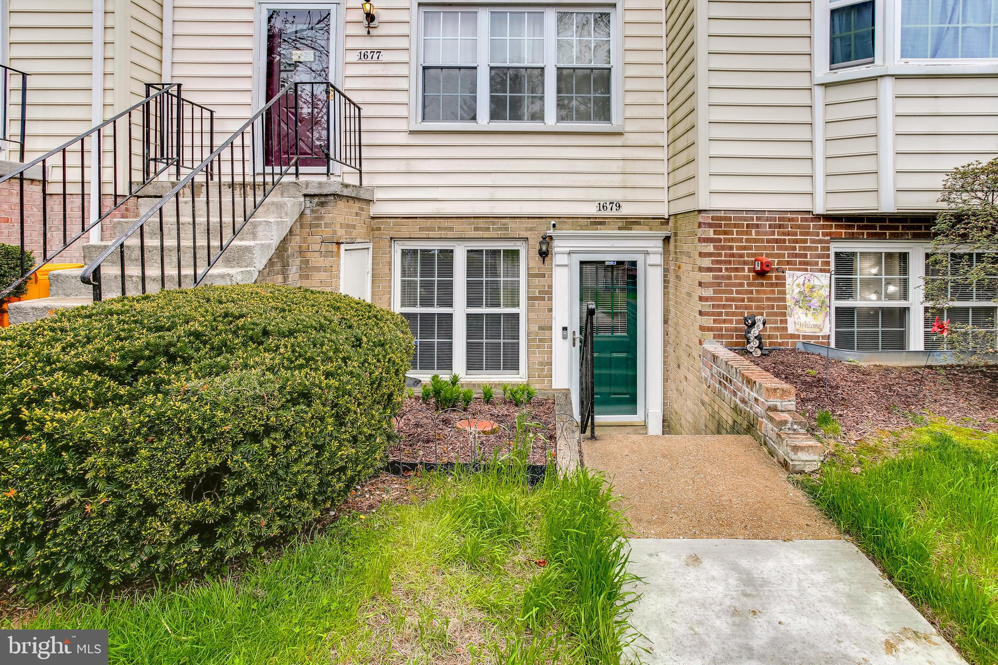 Fantastic opportunity to own a great condo in a great location!  This condo has had many recent impr