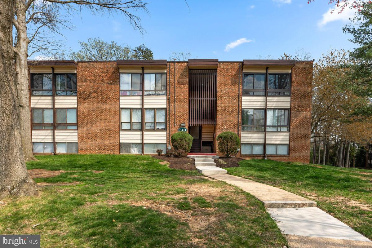 Welcome home to your nice 2 bedroom and 1 bath condo with stainless steel appliances, new carpet and