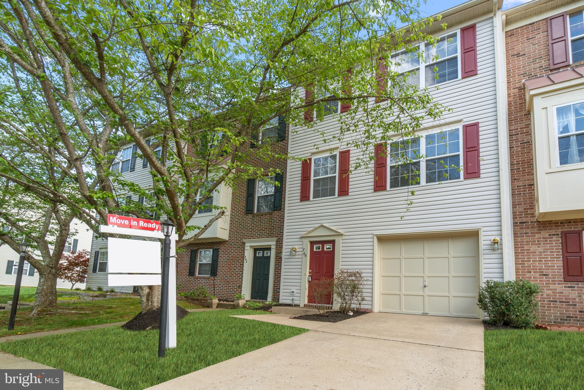 BEAUTIFUL 3 STORY TOWNHOME LOCATED MINUTES AWAY FROM DOWNTOWN FREDERICKSBURG AND I95. HOME COMES COM