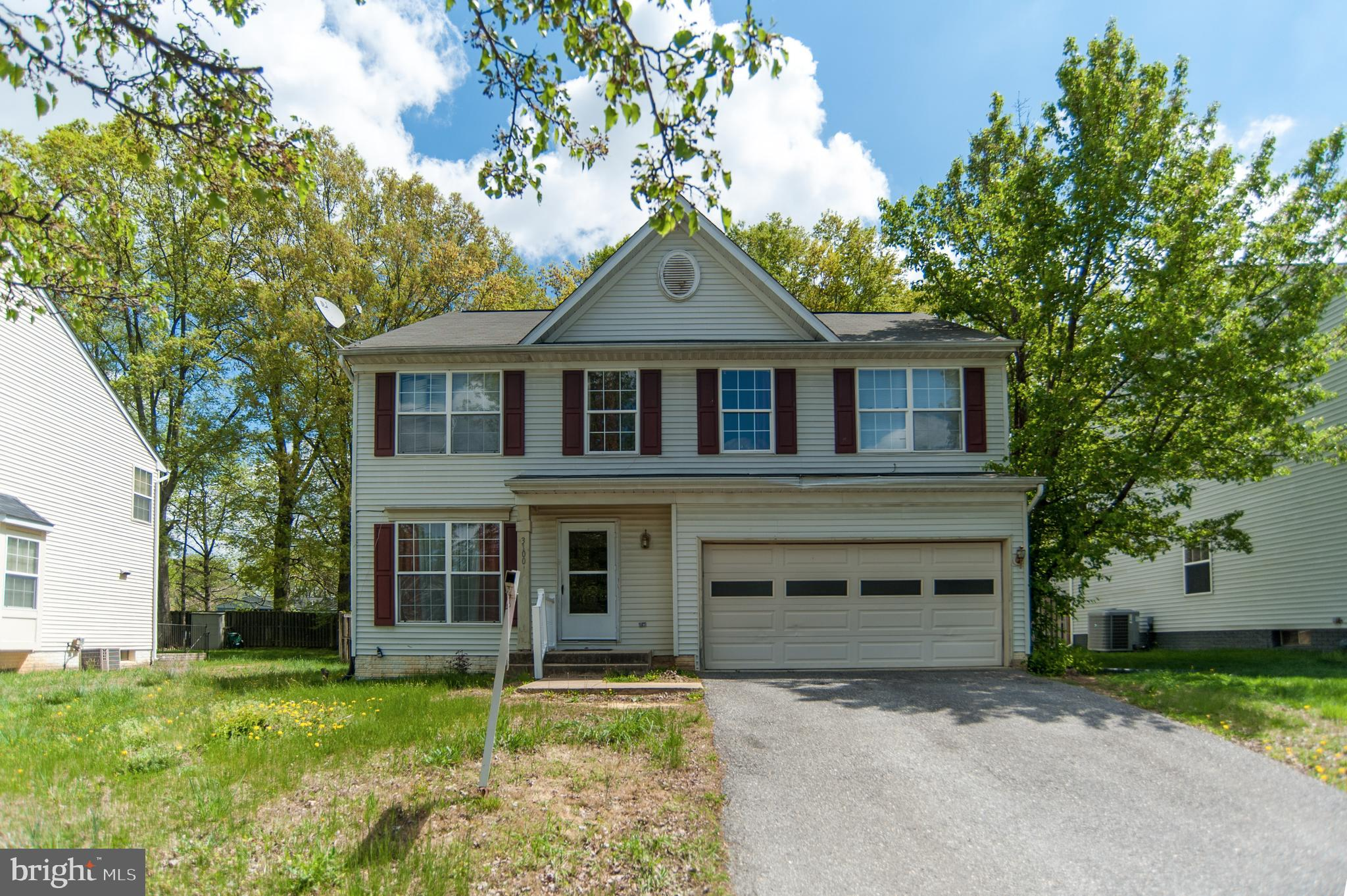 **** GREAT COMMUNITY** SINGLE FAMILY DETACHED HOME AT TOWNHOUSE PRICE** SHOWS WELL , BUT COULD DO WI