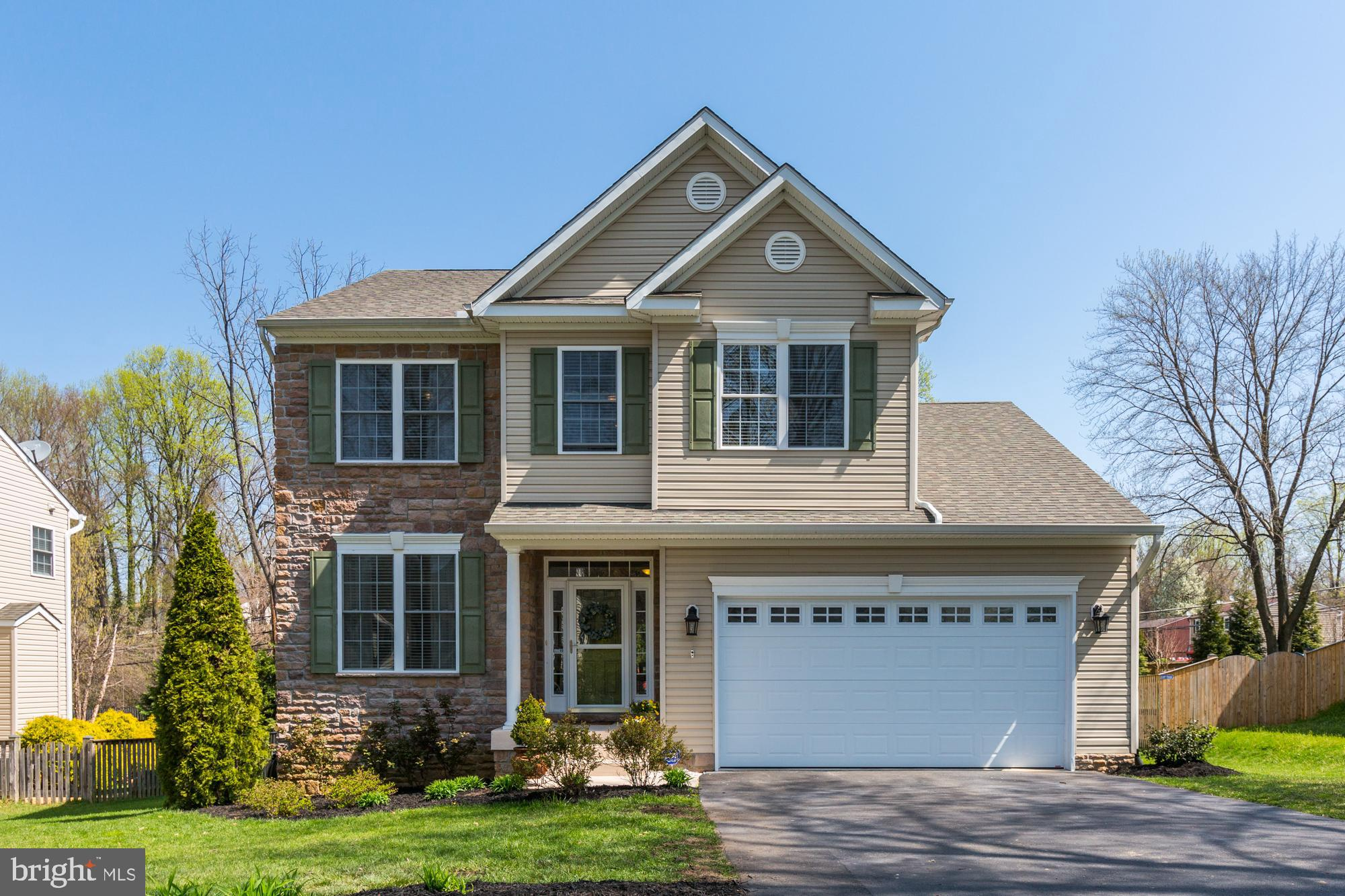 MOVE IN READY!  Meticulously maintained 9-year-old home with semi-open floor plan is ready for you t
