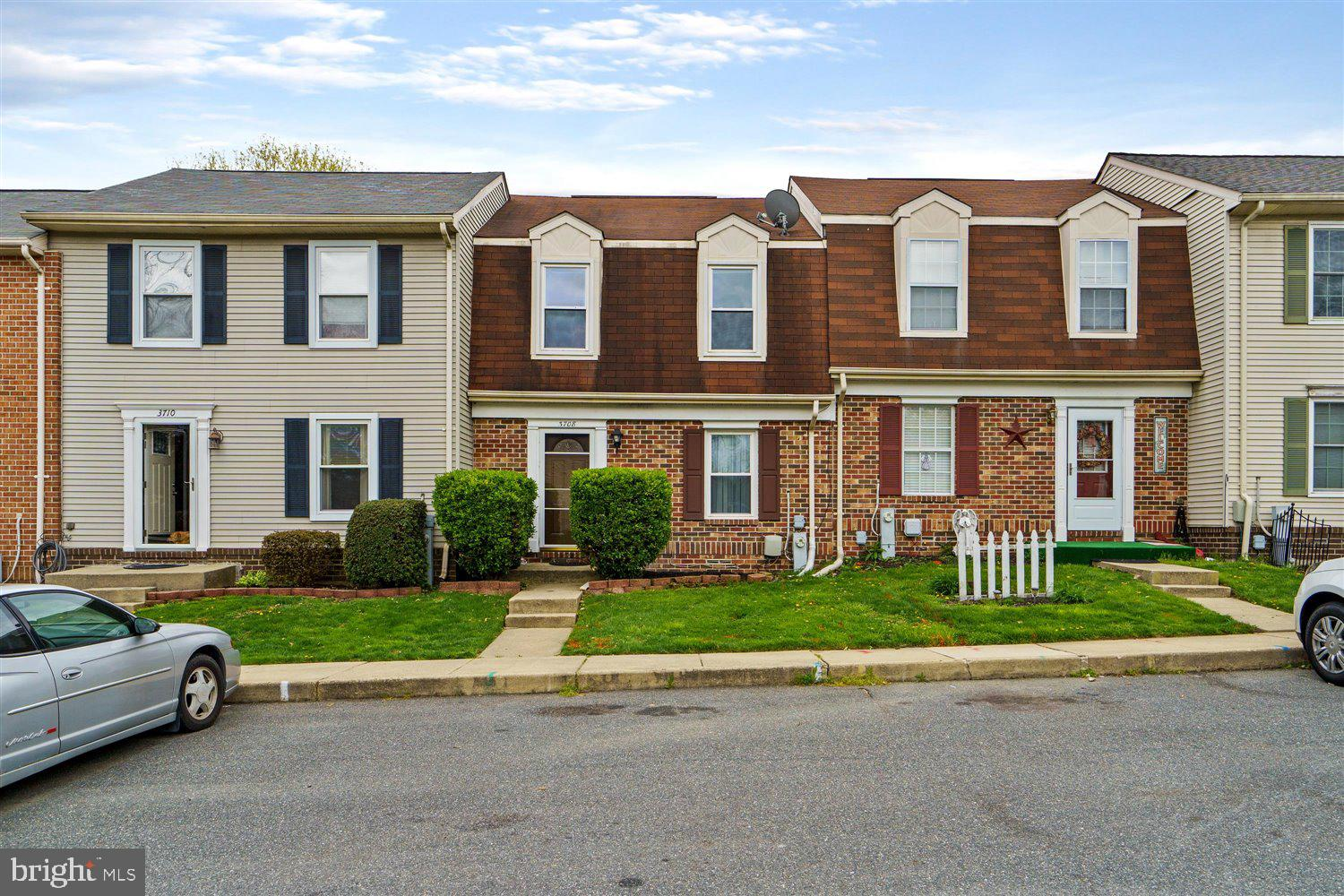WELCOME HOME TO 3708 TOREY LANE!!  THIS BEAUTIFULLY MAINTAINED TOWN HOME FEATURES  HARDWOOD FLOORING