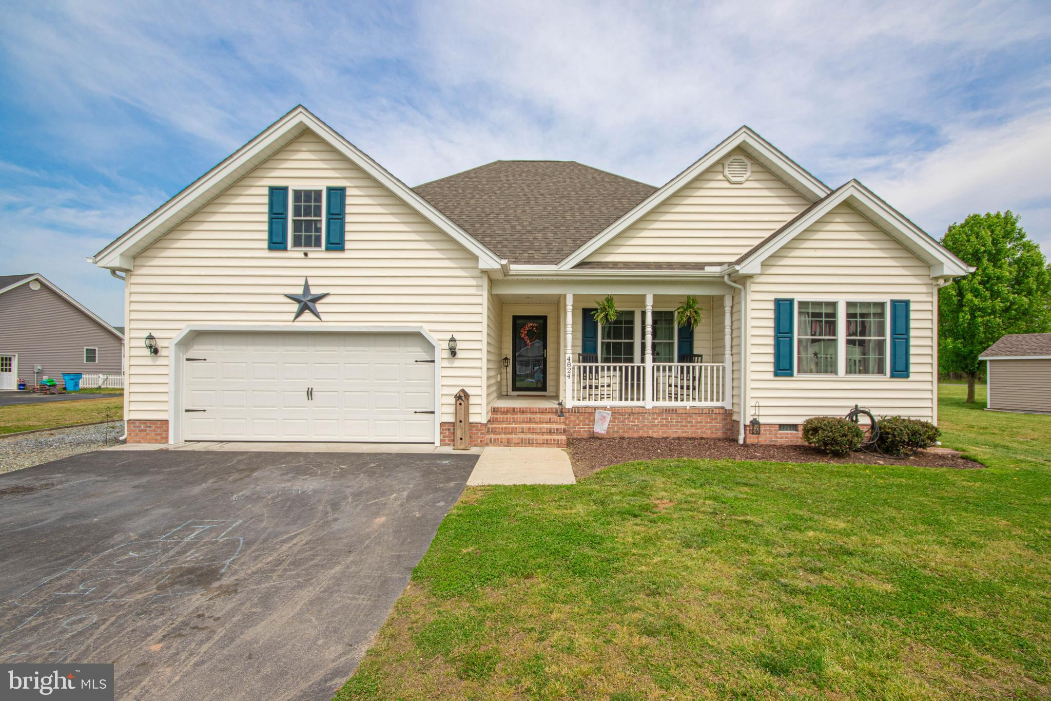 Located within a golf course community but without the fees and restrictions of an active HOA! This