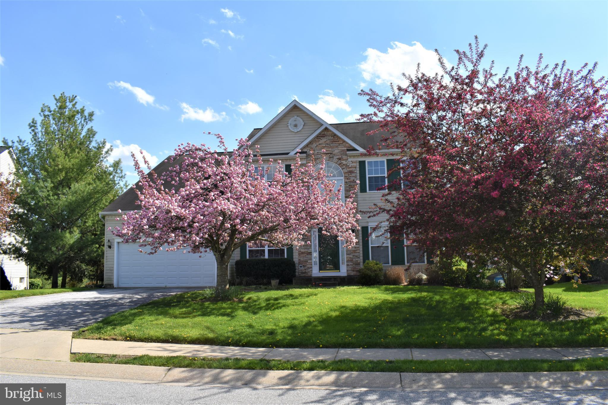 COMING SOON!!! Lovely, well maintained home in Meadow Ridge! Finished LL w/full kitchen, rec room w/