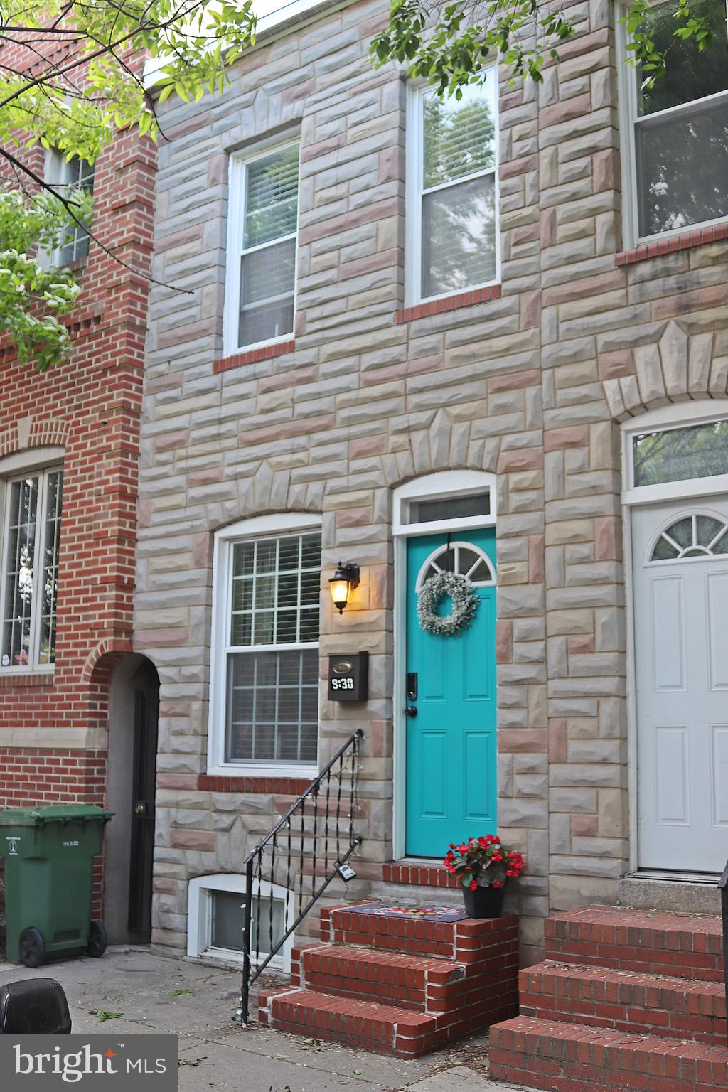 WELCOME TO THE HEART OF CANTON! THIS AFFORDABLE &  CHARMING 2 BED, 2.5 BATH  TOWNHOME IS LOCATED  IN THE HEART OF CANTON. ENJOY WALKS TO THE WATERFRONT, PARKS & LOCAL DINING. EACH BEDROOM HAS ITS OWN BATH. UPDATED KITCHEN W/ STAINLESS STEEL APPLIANCES.  NEW ROOF IN 2018. THIS HAS BEEN A RENTAL PROPERTY FOR THE PAST FEW YEARS, AND MAKES A GREAT INVESTMENT OPPORTUNITY.