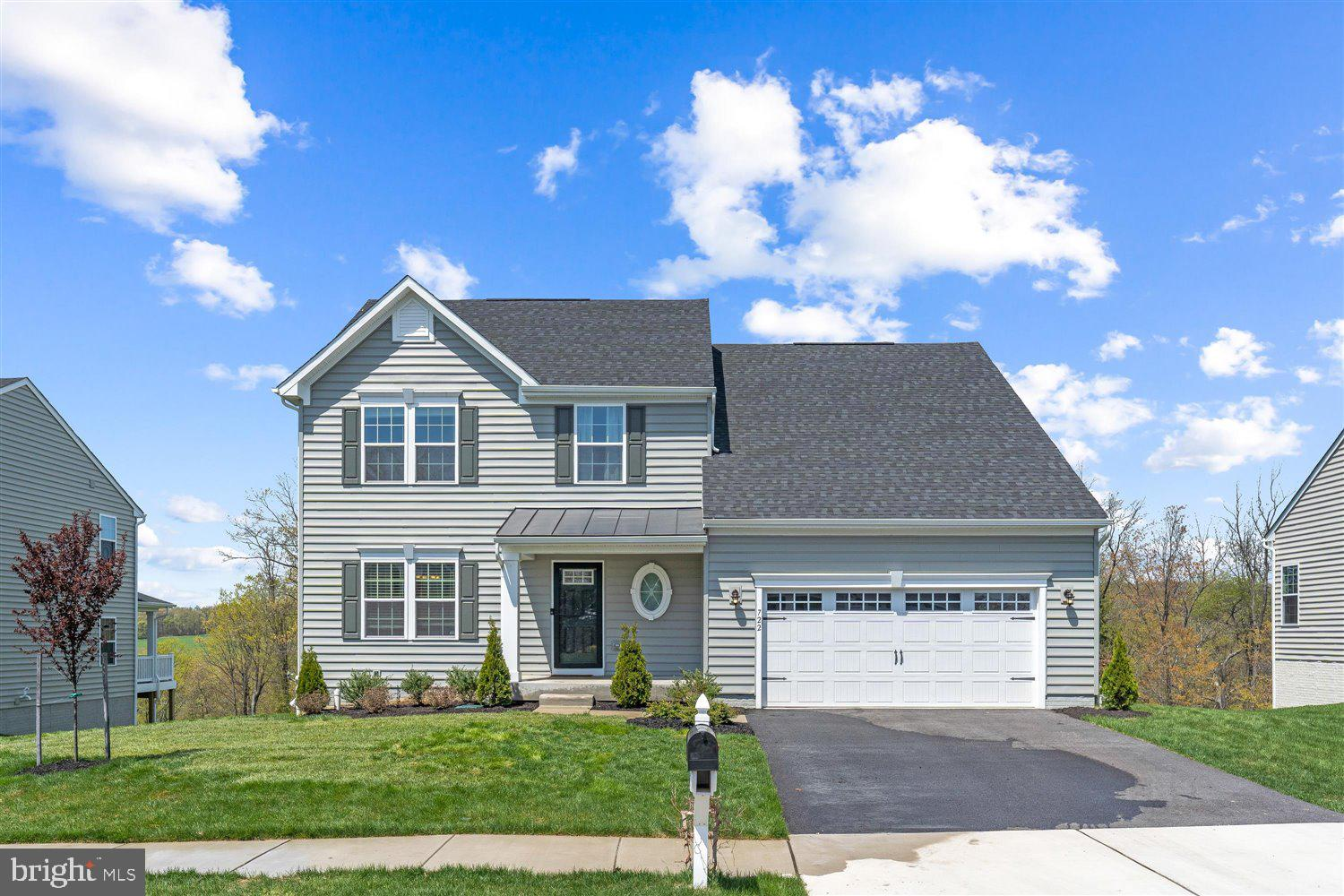 Gorgeous 4 Bedroom 2 Full Bathroom 1 Half Bath Home In Bolton Hill! Walk In And Mesmerized! The Main