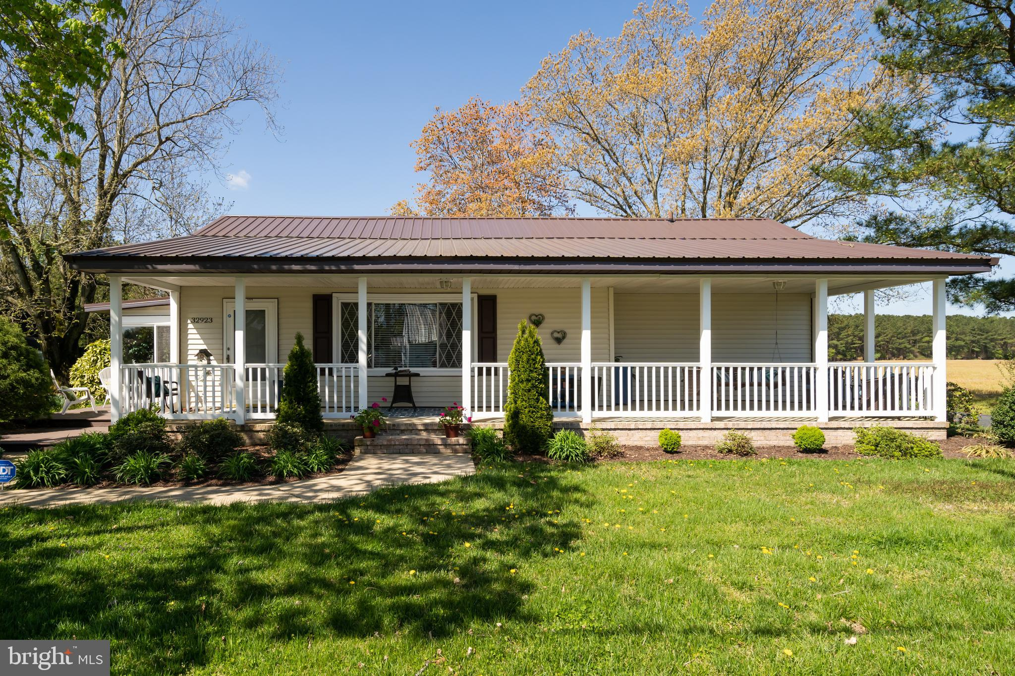 If your looking for a beautiful home in a quiet setting this is the one. Located on over 1.5 acres i