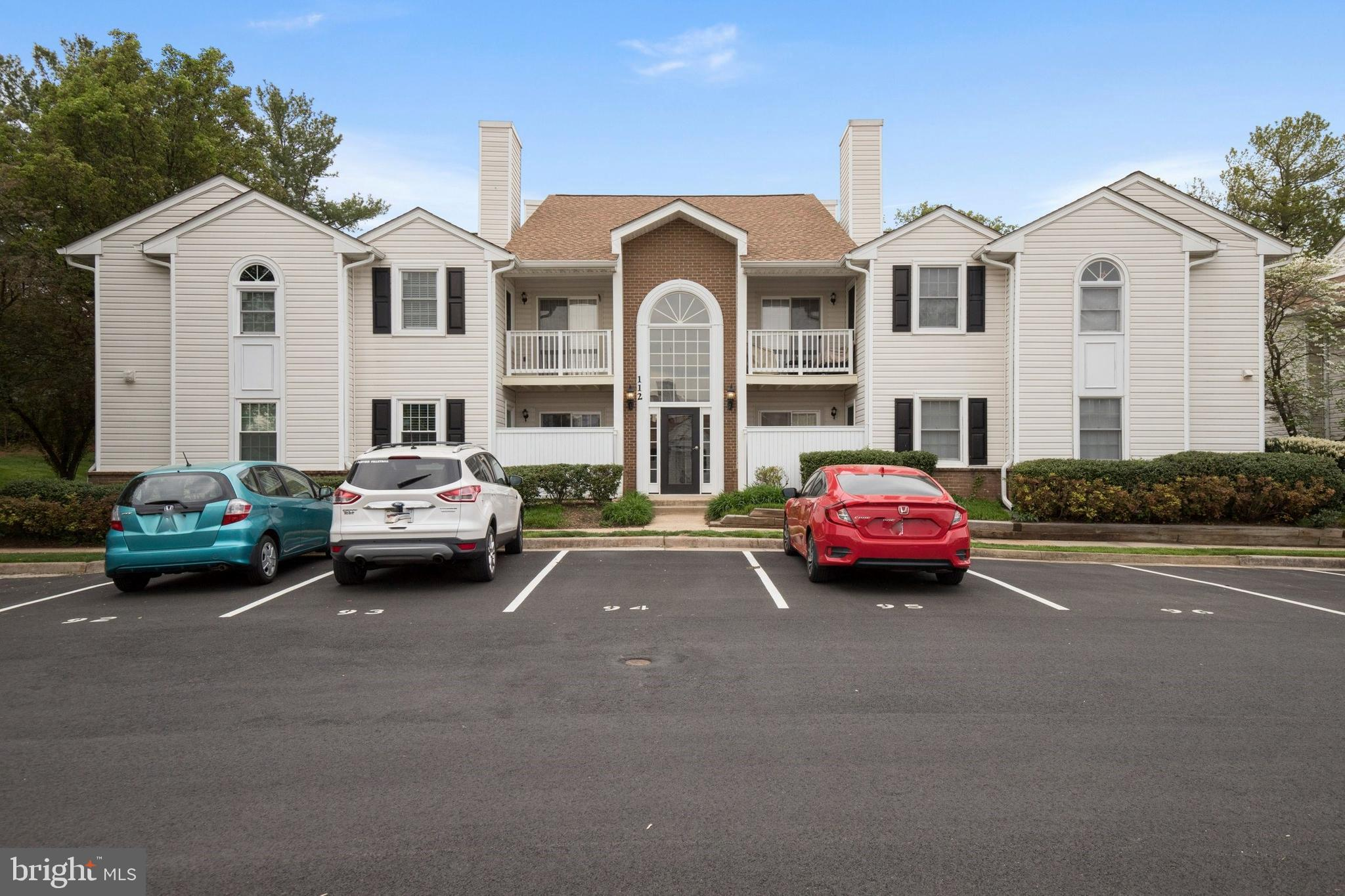 Completely remodeled and move-in ready upper level condo unit in Villas at Countryside! New carpet, new paint, remodeled kitchen, with all new appliances. New tile in foyer, kitchen and laundry room. Both bathrooms have been updated, the master bath has new granite countertops. New blinds on all windows. All new door handles, plugs and switches. Close to grocery store, restaurants, post office and shopping (Dulles Towne Center). Community pool membership available. Hurry, this one will not last!