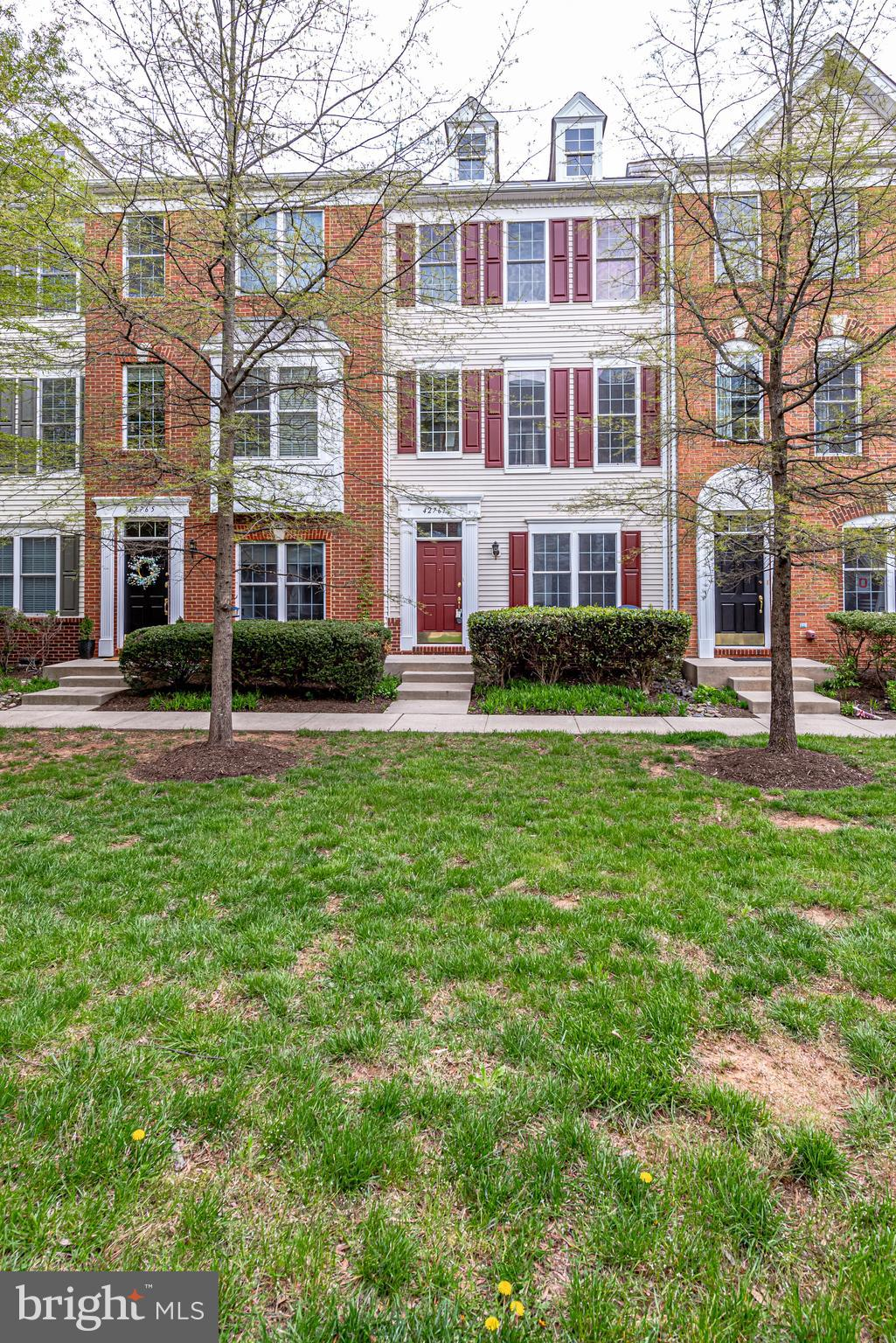 Picture-perfect townhome in desirable South Riding! This 3 level, 4 bedrooms, and 2.5 bath home is m