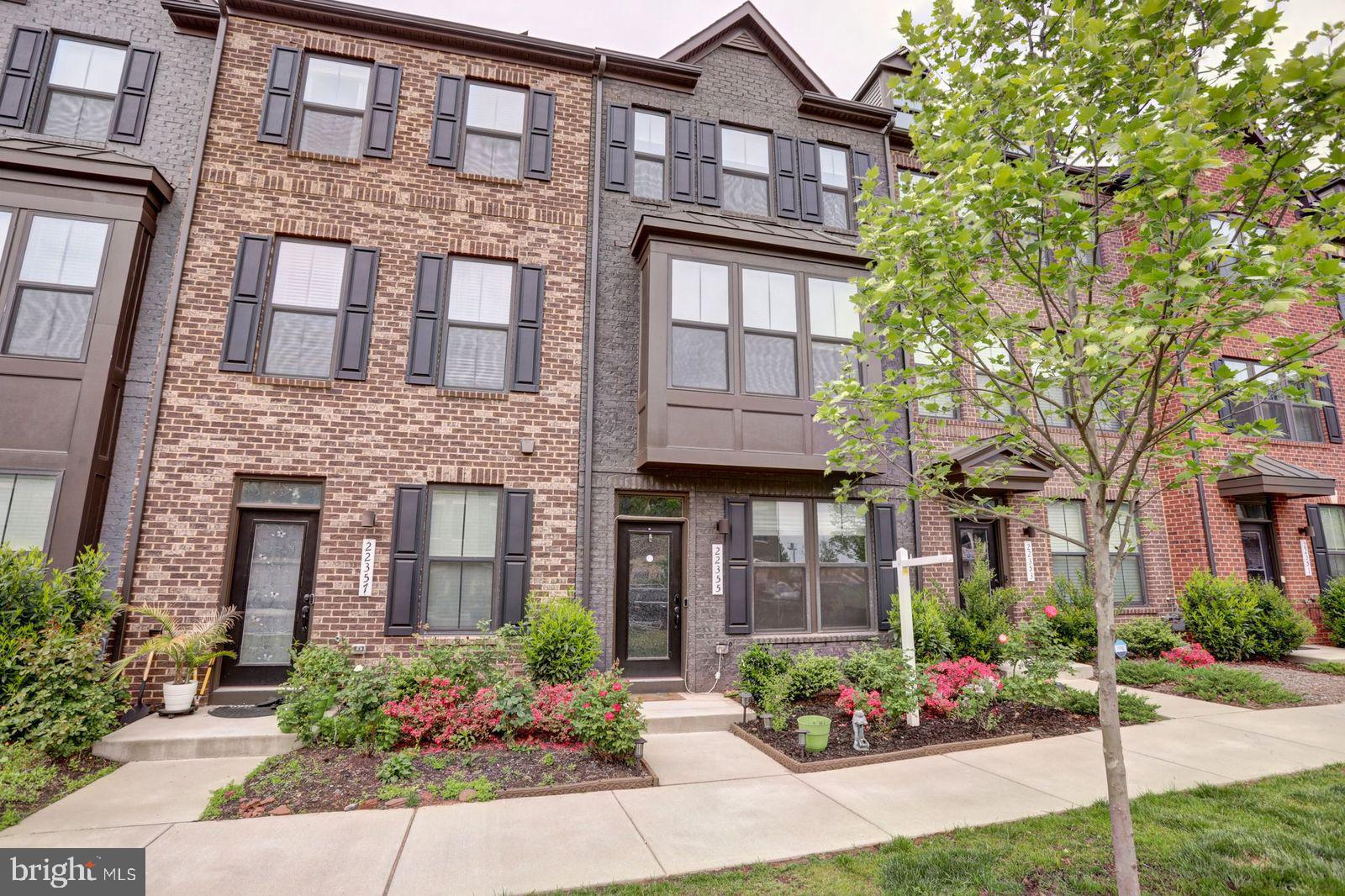 Enjoy living in the suburbs with more space but have easy access to the city!  Beautiful townhouse w